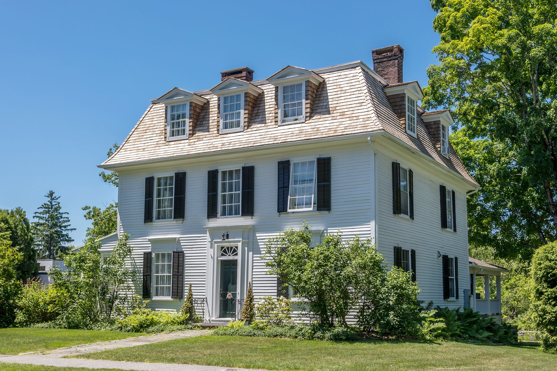 Single Family Homes のために 売買 アット In-town Elegant Antique 150 South Street, Litchfield, コネチカット 06759 アメリカ