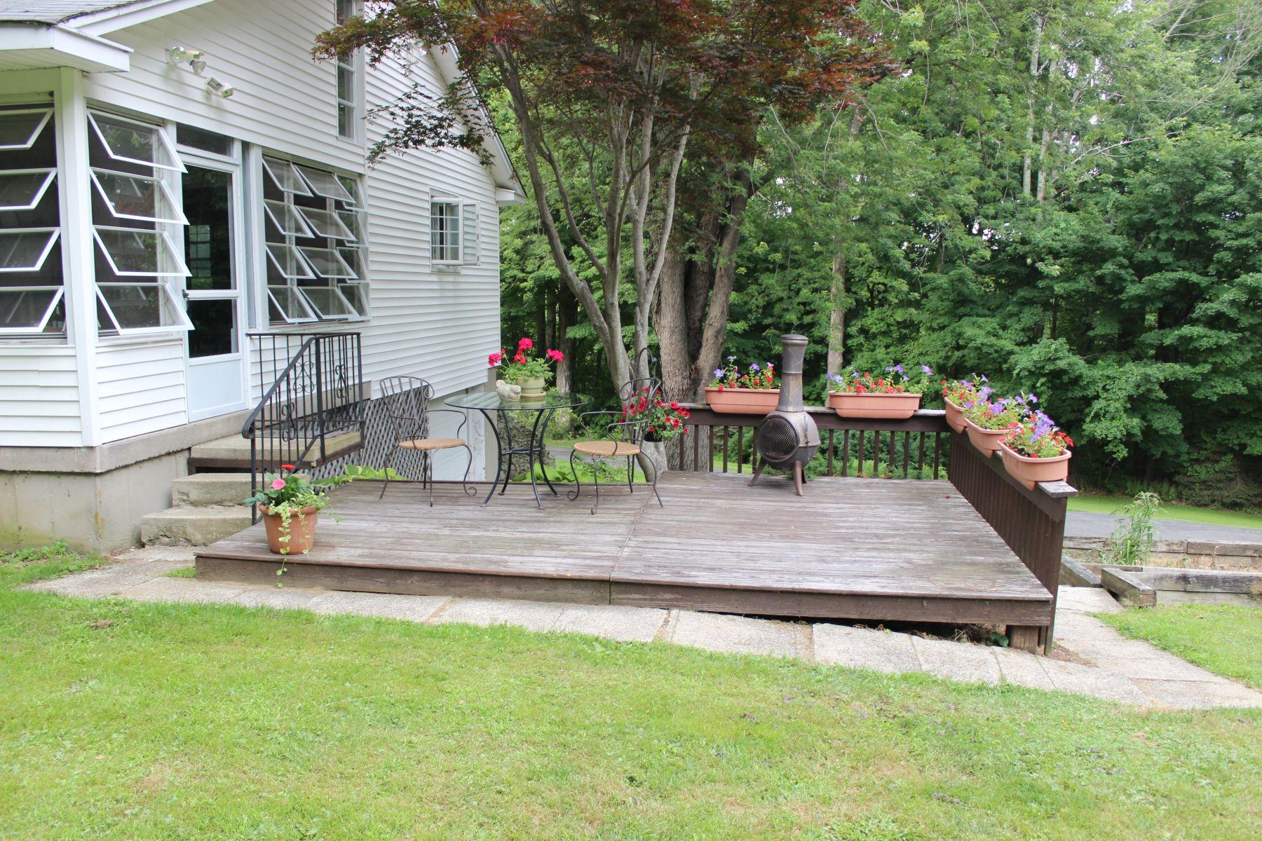 Single Family Homes للـ Sale في Adorable ranch on cul-de-sac 25 Little Rd, Morris, Connecticut 06763 United States