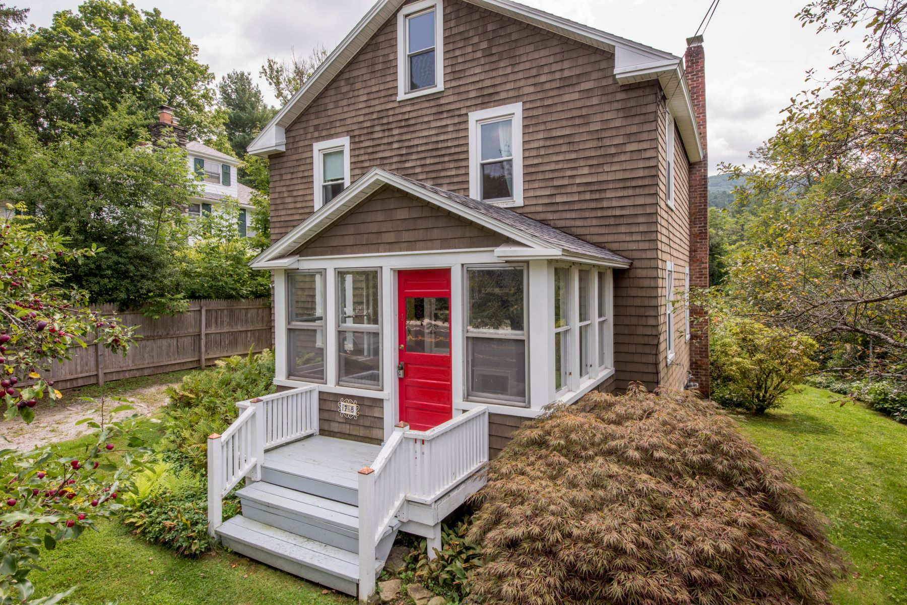 Single Family Homes 为 销售 在 Charming in Village Home Near Berkshire Theater Festival and The Red Lion Inn 78 East Main St 克布里奇, 马萨诸塞州 01262 美国