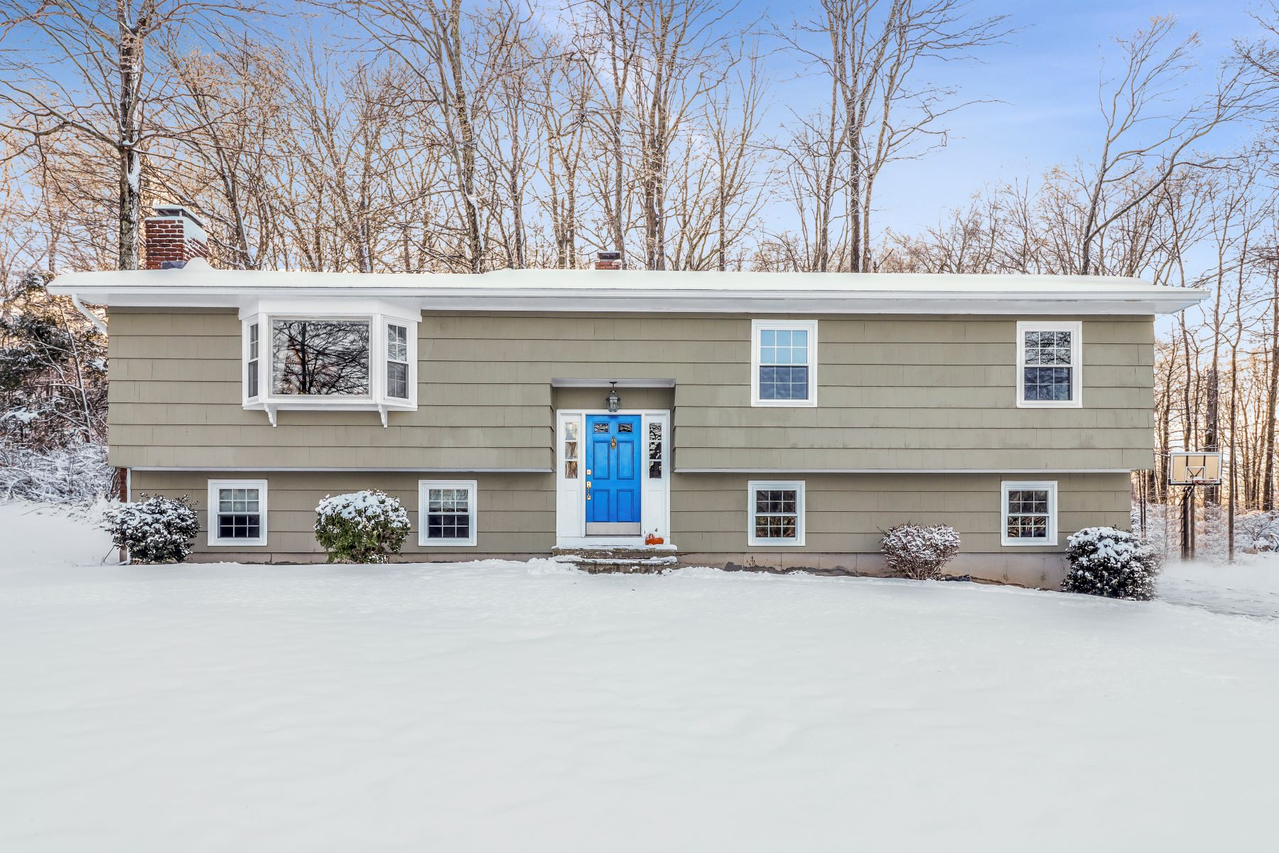 Single Family Homes for Sale at Charming Raised Ranch 222 Oak Hill Drive, Southbury, Connecticut 06488 United States