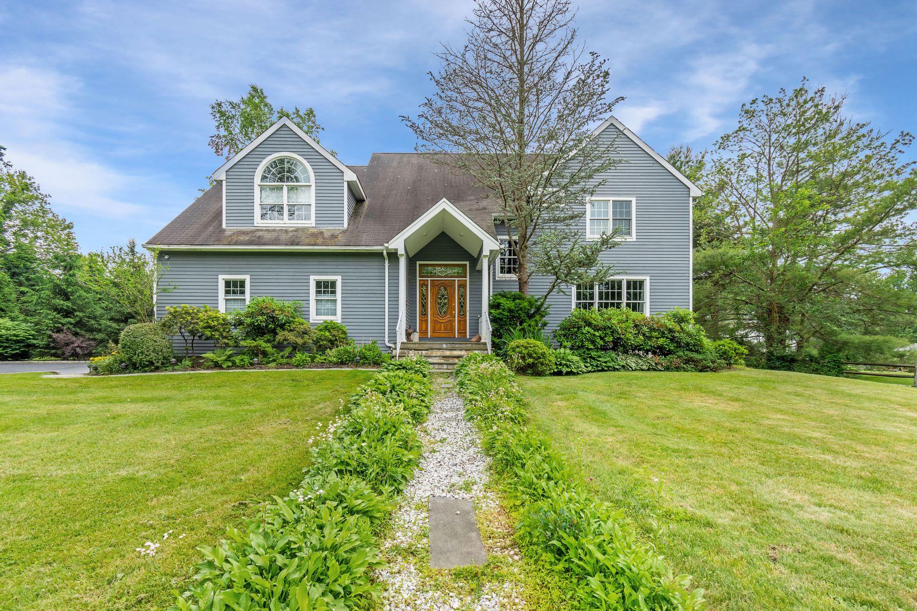 Single Family Homes für Verkauf beim Stunning Light Filled Home on Stallion Trail 7 Stallion Trail, Brewster, New York 10509 Vereinigte Staaten