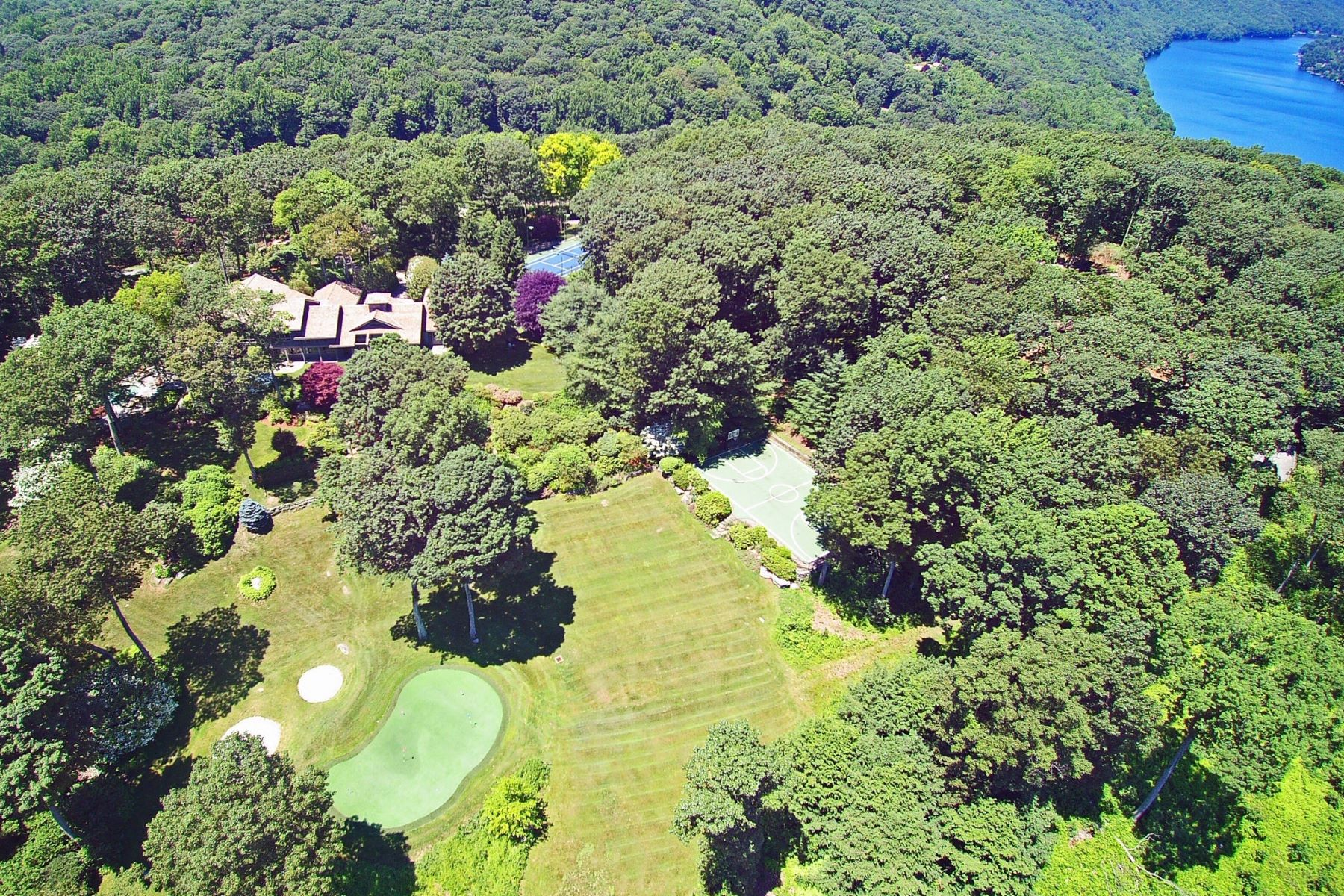 Single Family Homes for Sale at ULTIMATE RESORT LIFESTYLE! 158/154 Shortwoods Road New Fairfield, Connecticut 06812 United States