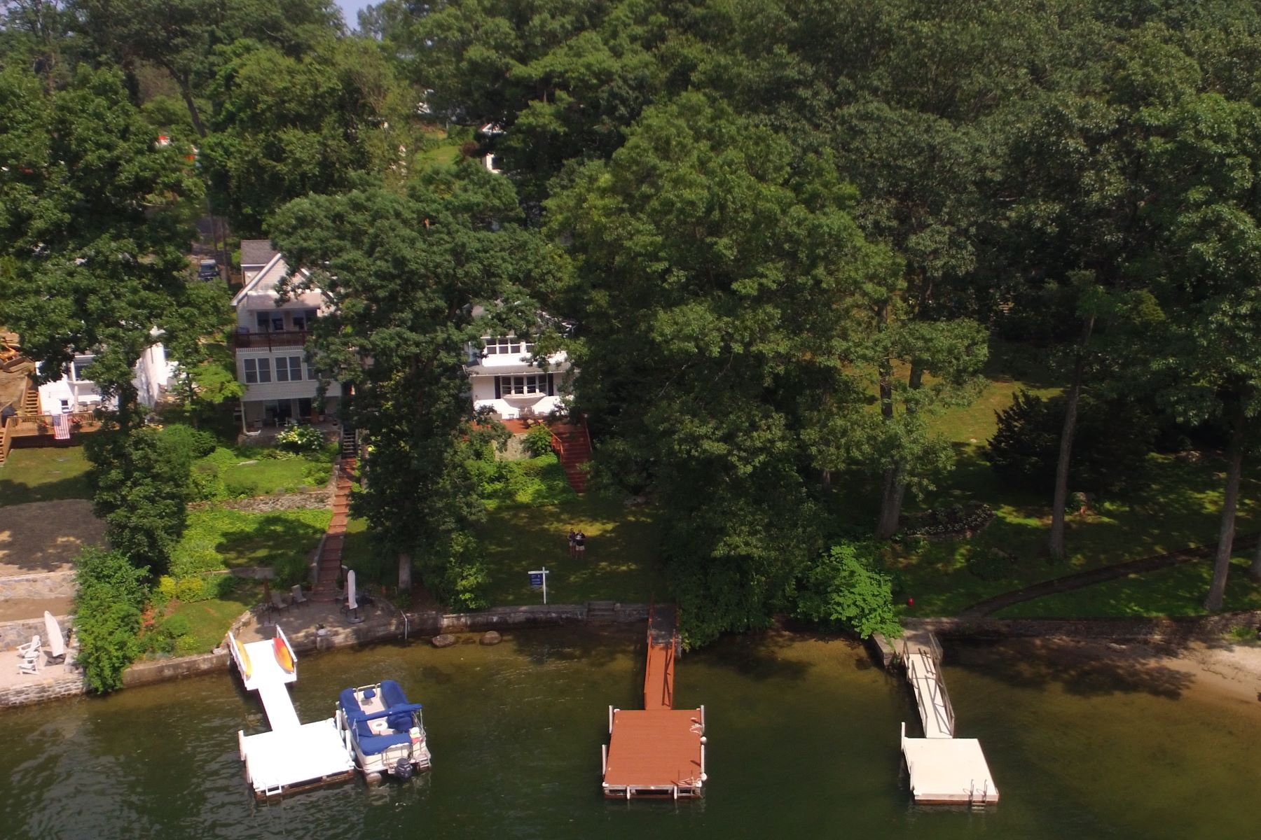 Maison unifamiliale pour l Vente à Direct Unobstructed Waterfront with Gorgeous Western Views! 21 Boulder Ridge Danbury, Connecticut 06811 États-Unis