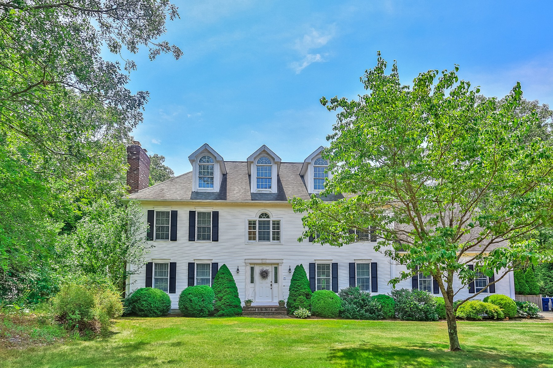 Single Family Home for Sale at Attention To Detail Abounds 3 Squire Hl Old Lyme, Connecticut 06371 United States