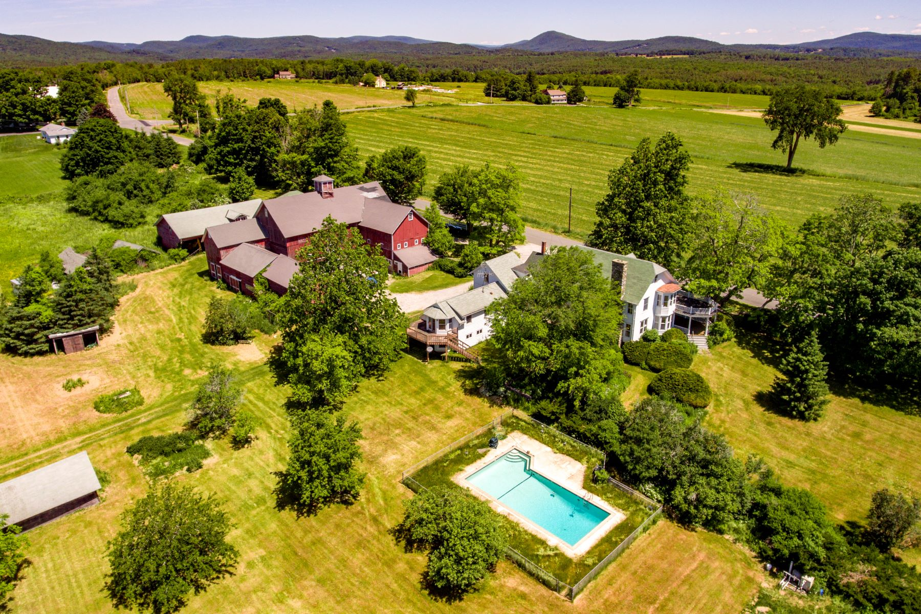 Casa Unifamiliar por un Venta en Baldwin Hill Farm - an Iconic Berkshire Property 121 Baldwin Hill Rd Egremont, Massachusetts 01258 Estados Unidos
