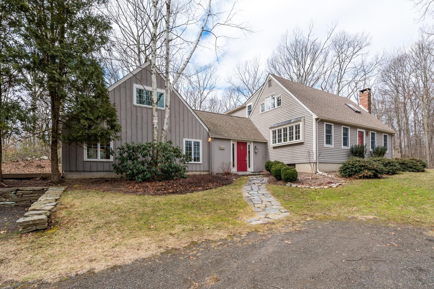 Частный односемейный дом для того Продажа на A Perfect Country Cape Minutes to Village 67 Turkey Hill Road, Chester, Коннектикут, 06412 Соединенные Штаты