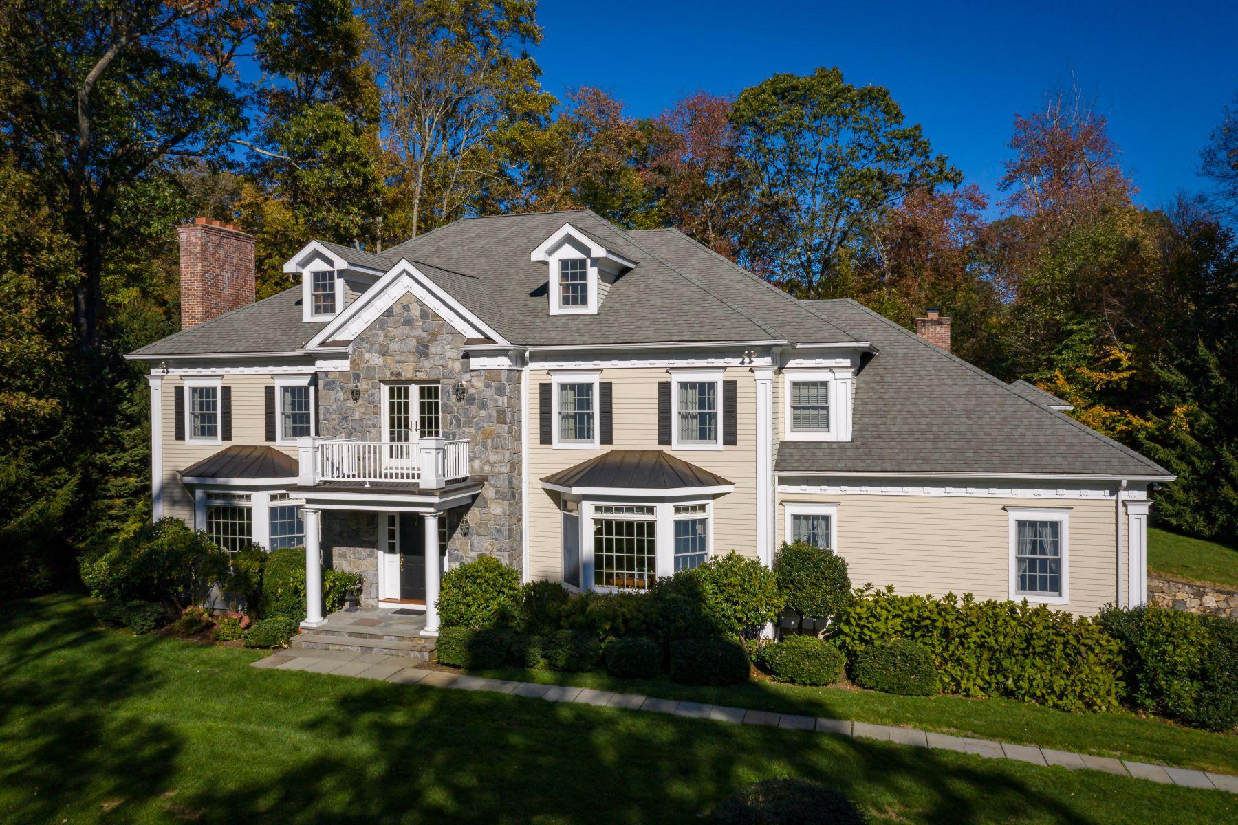 Single Family Homes 为 销售 在 North Stamford 5-Bedroom Colonial 81 Pinewood Road 斯坦福, 康涅狄格州 06903 美国
