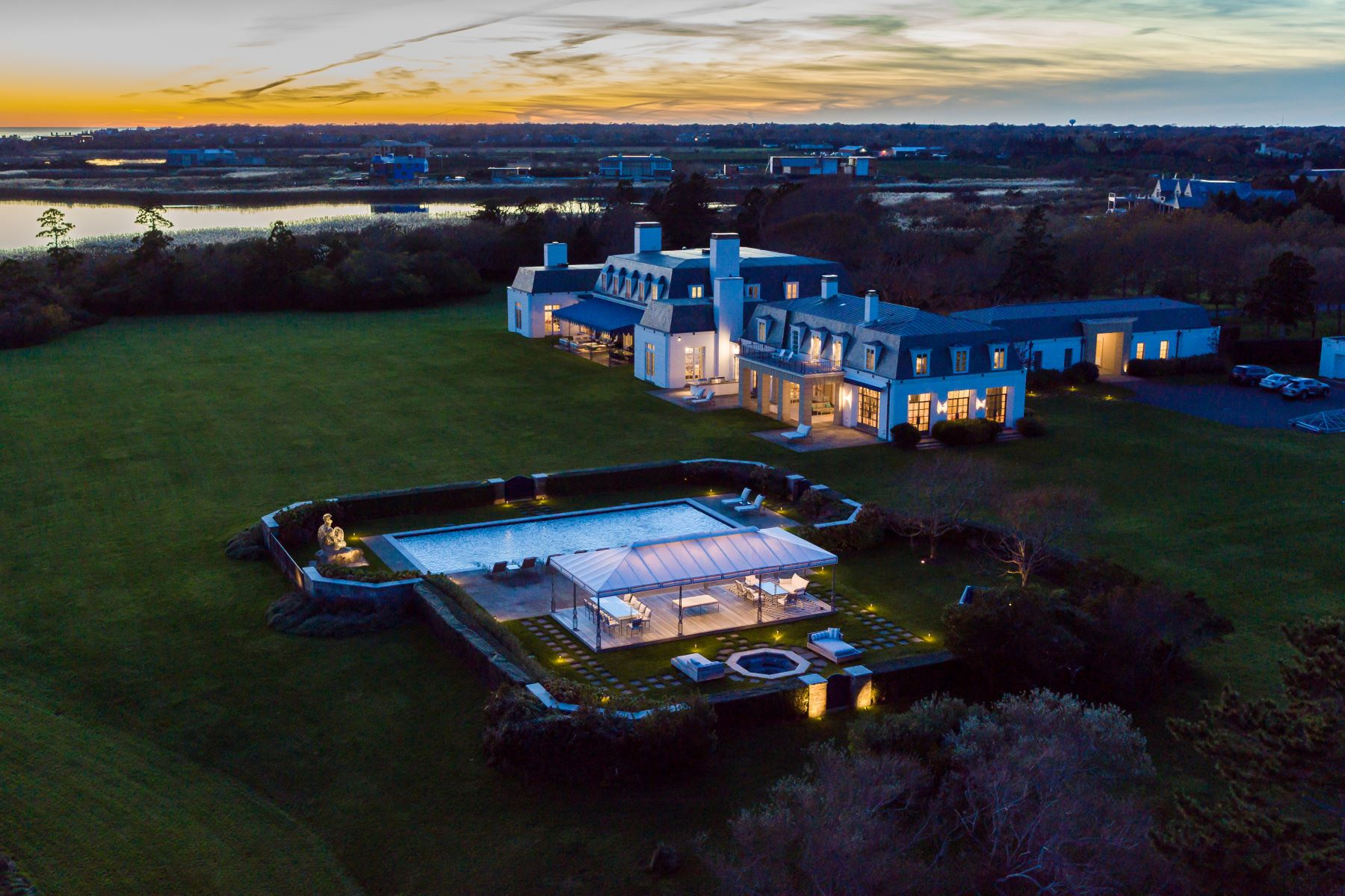 Additional photo for property listing at Oceanfront Southampton Estate 90 Jule Pond Drive Southampton, New York 11968 United States