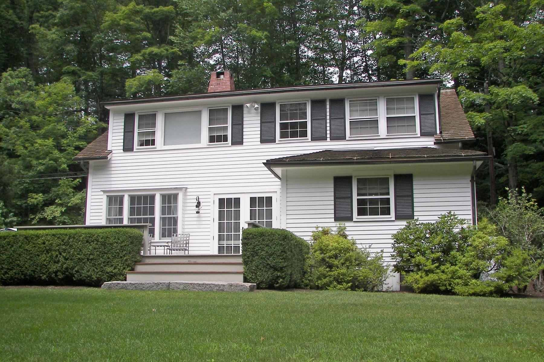Casa Unifamiliar por un Venta en Jewel Box Colonial 185 West Morris Road, Washington, Connecticut, 06794 Estados Unidos