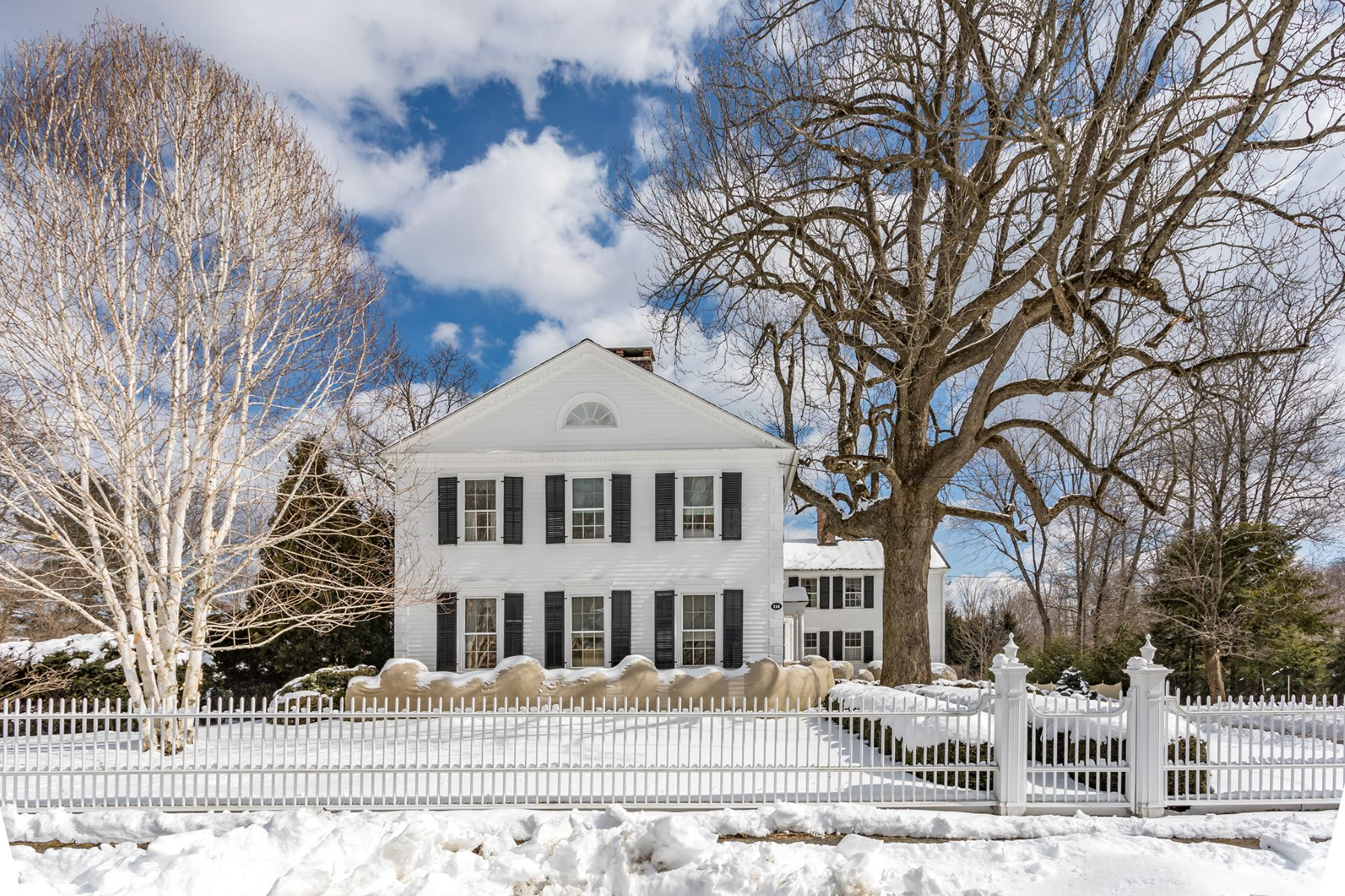 Casa Unifamiliar por un Venta en Goodwin-Riley House circa 1828 114 North St Litchfield, Connecticut 06759 Estados Unidos