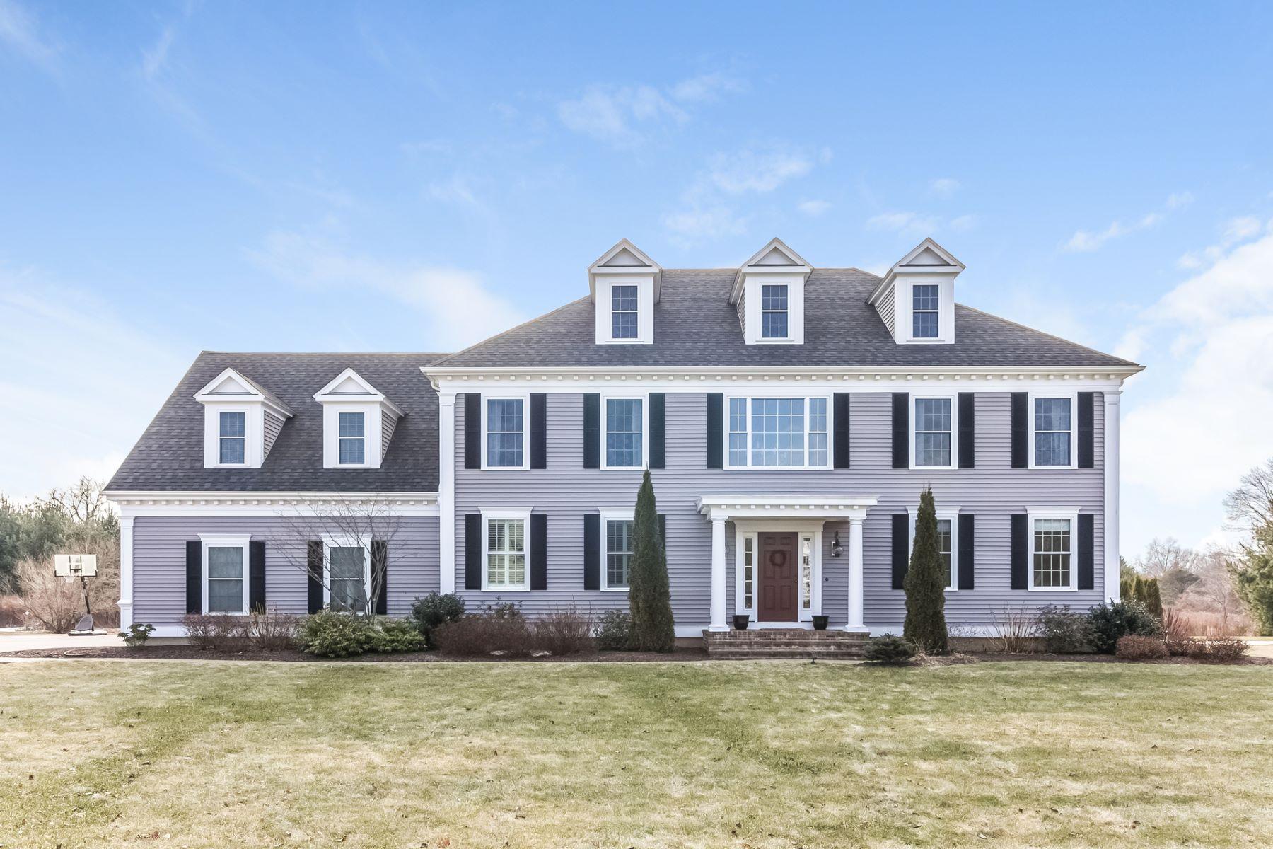 Villa per Vendita alle ore Five year old Colonial in Southwick Subdivision of Madison 26 Allison Drive, Madison, Connecticut, 06443 Stati Uniti
