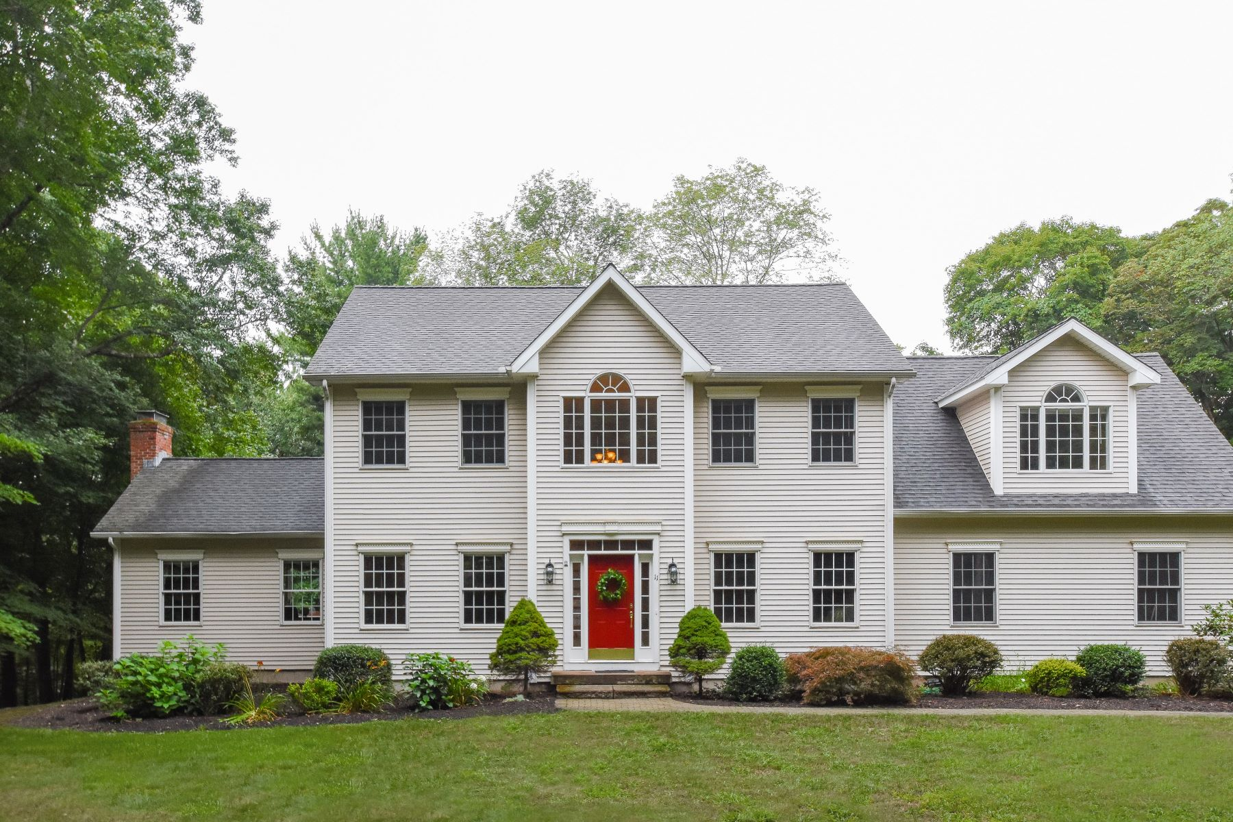 Single Family Homes for Sale at 11 Homestead Lane Canton, Connecticut 06019 United States