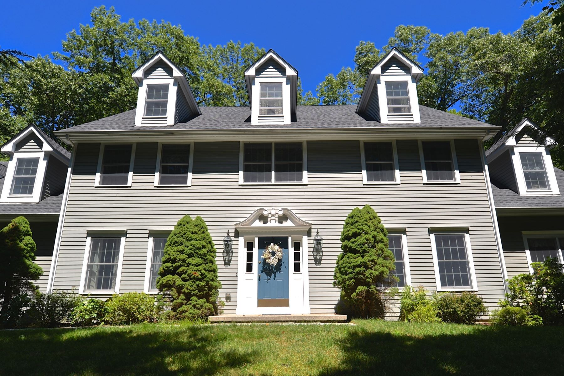 Single Family Home for Sale at Beautifully Sited On A Cul-De-Sac 23 Deerfield Road Brookfield, Connecticut 06804 United States
