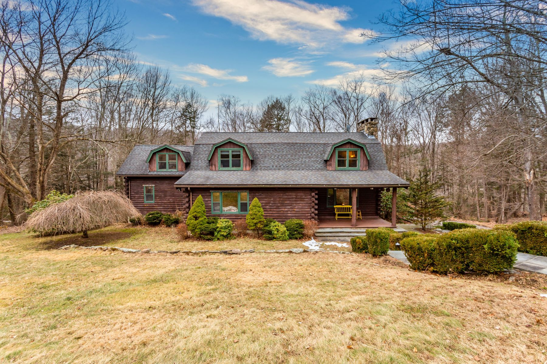 Single Family Homes per Vendita alle ore 261 New Road Avon, Connecticut 06001 Stati Uniti
