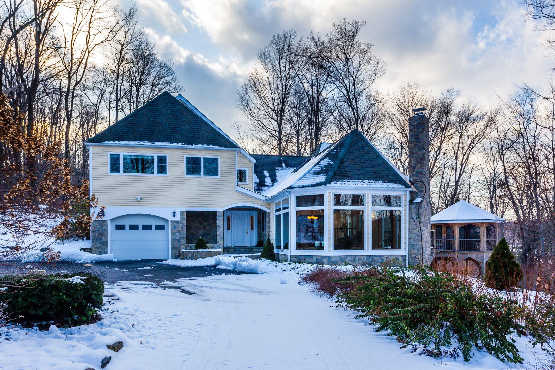 Casa Unifamiliar por un Venta en Distinctive Waterfront Retreat 447 Segar Mountain Rd Kent, Connecticut, 06785 Estados Unidos