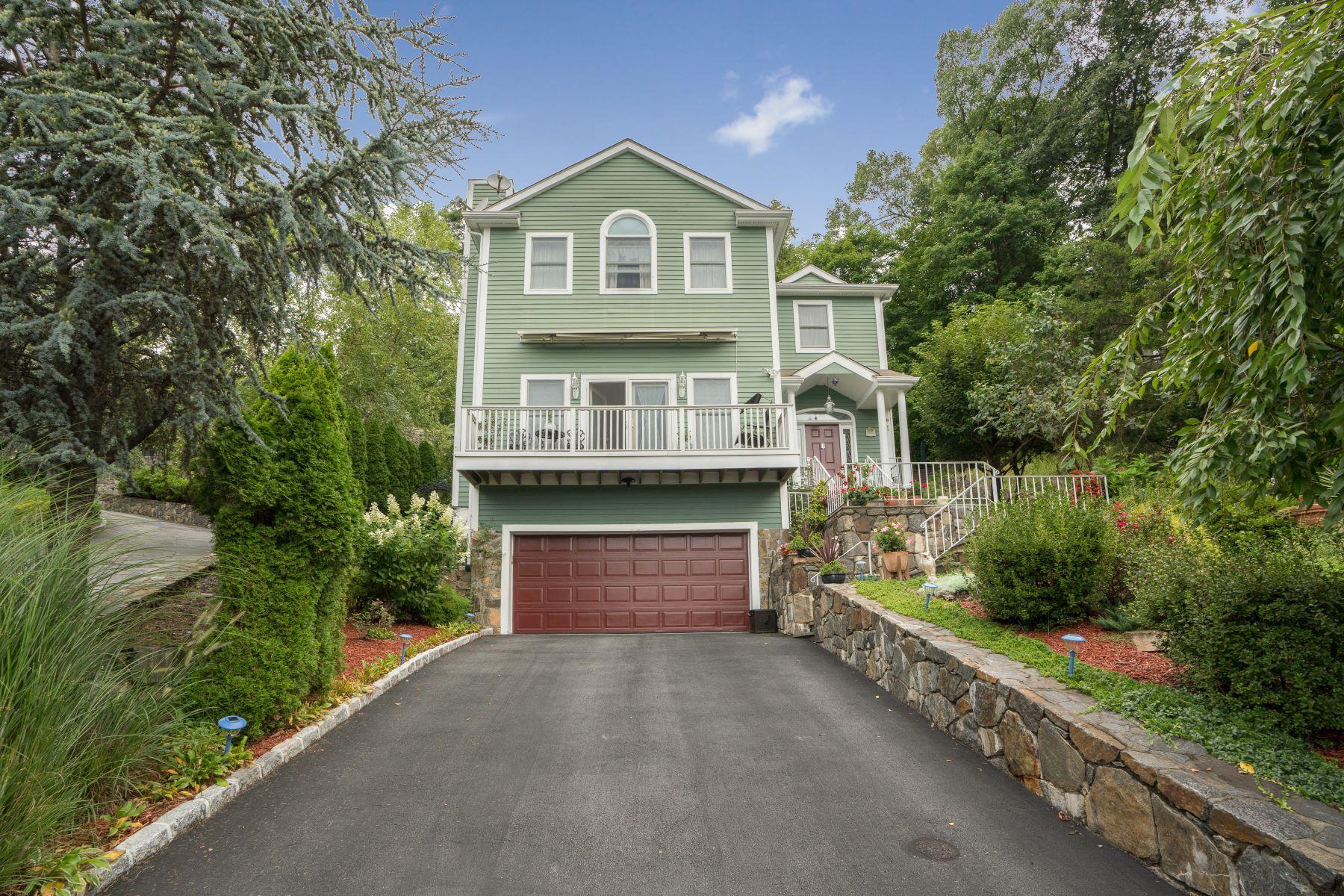 Single Family Homes 為 出售 在 Beautiful Colonial Home in a Quiet Cul-De-Sac 22 Lewis Avenue, Dobbs Ferry, 纽约 10522 美國