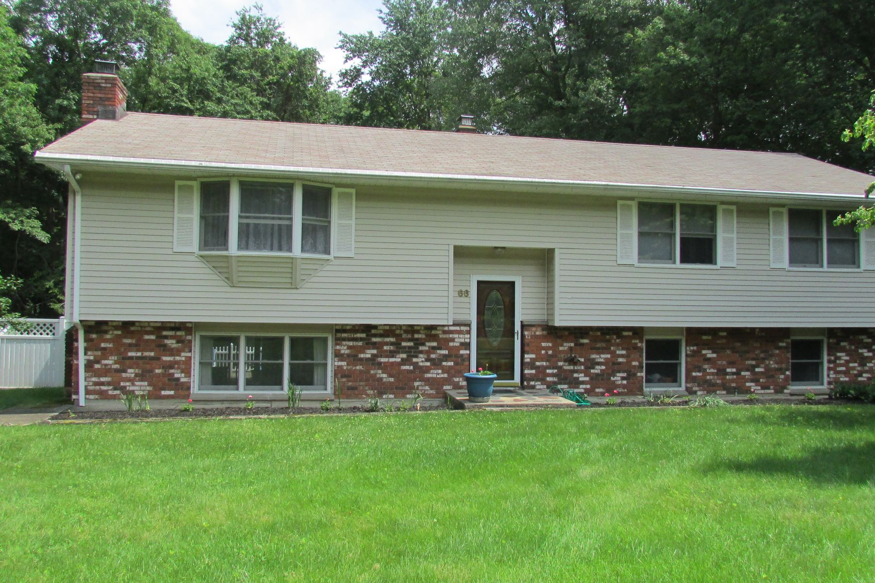 Single Family Home for Sale at Spacious Raised Ranch 66 Fawn Hill Road Shelton, Connecticut 06484 United States