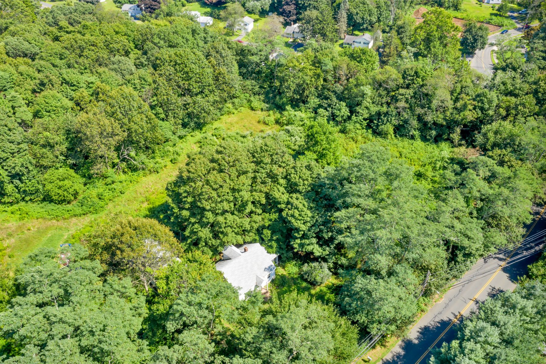 Single Family Homes for Sale at 127 Foxon Hill Road 127 Foxon Hill Rd East Haven, Connecticut 06513 United States