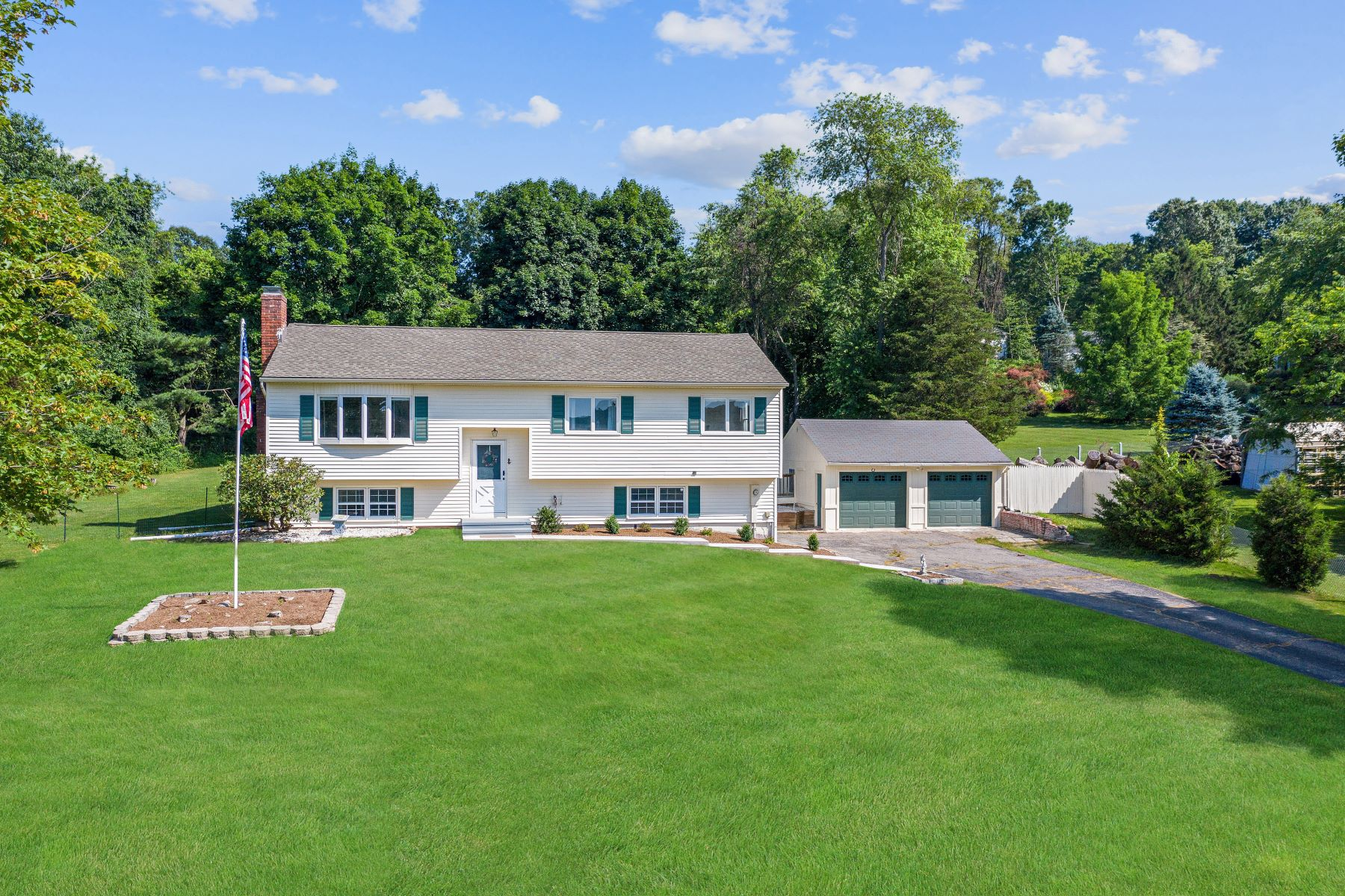 Single Family Homes for Sale at Nicely Appointed 34 Deer Hill Road Southbury, Connecticut 06488 United States