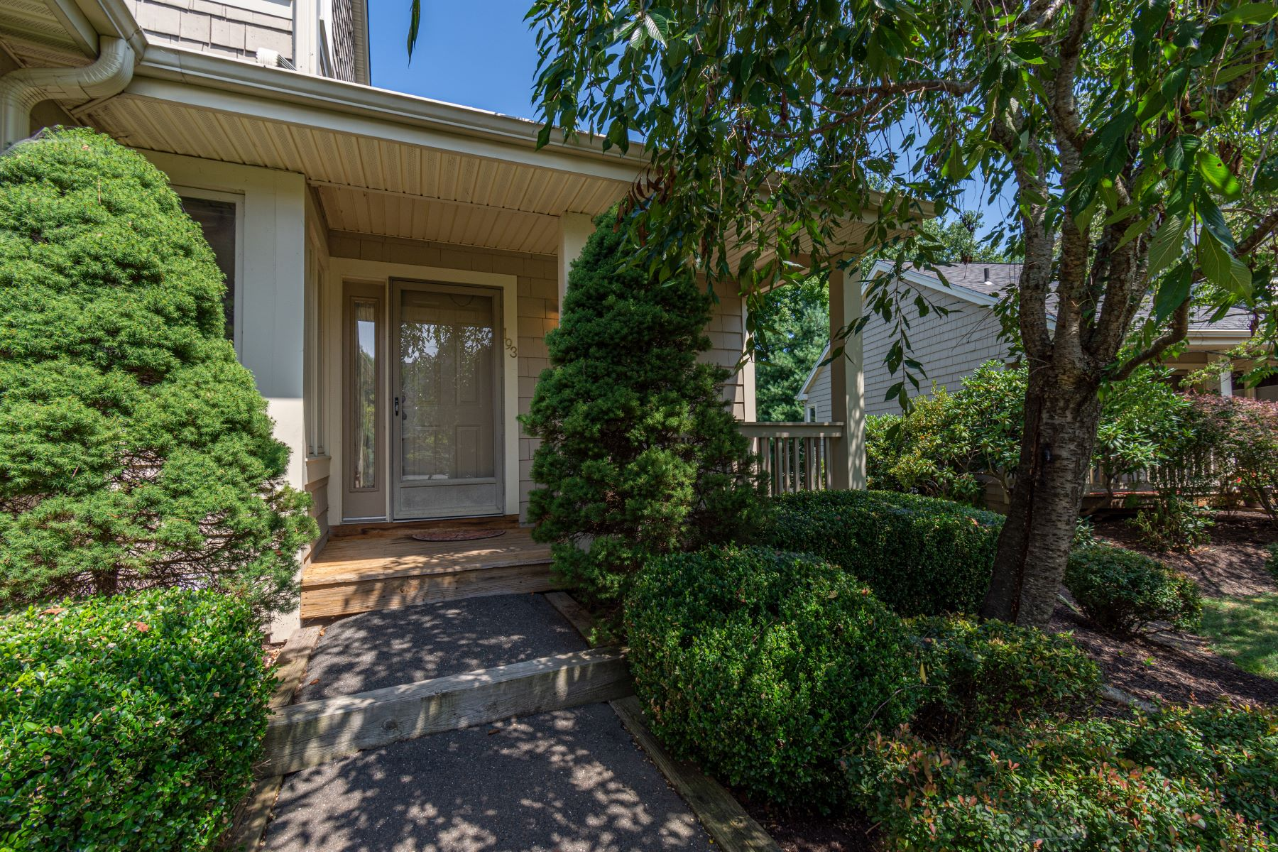 townhouses для того Продажа на Lake Place Condo 12 Boulevard Drive 193, Danbury, Коннектикут 06810 Соединенные Штаты
