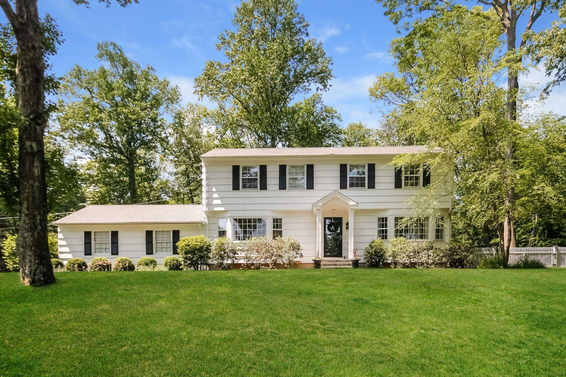Частный односемейный дом для того Продажа на Pristine New England Colonial 92 Gate Ridge Road Easton, Коннектикут 06612 Соединенные Штаты