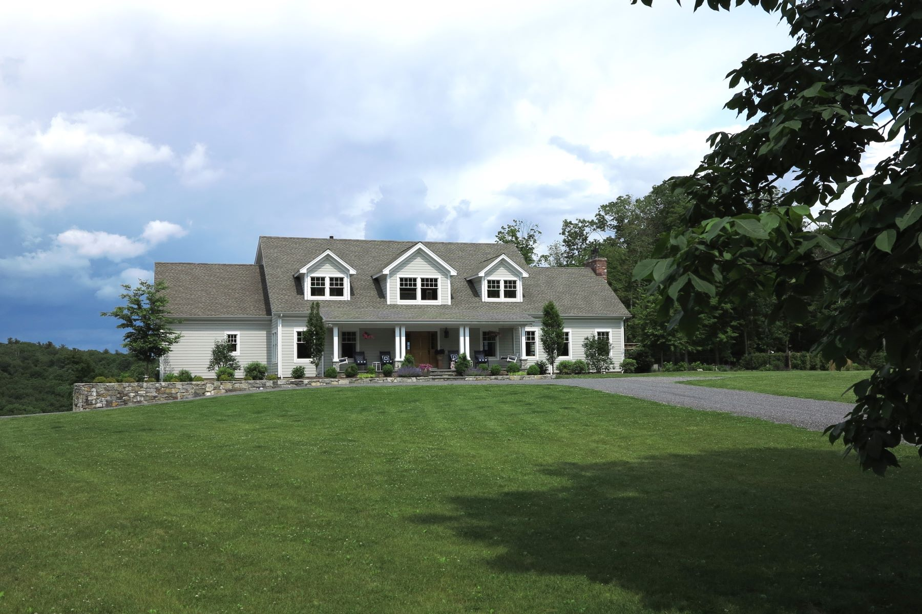 Single Family Homes for Active at Spacious Contemporary-Open Floor Plan, 5 Bedroom Suites on 13+ Acres with Pool & 32 Oxbow Rd Egremont, Massachusetts 01230 United States