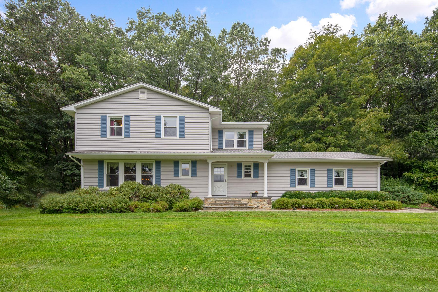 Single Family Homes for Sale at Stunning Custom Colonial 231 Aspetuck Ridge Road New Milford, Connecticut 06776 United States