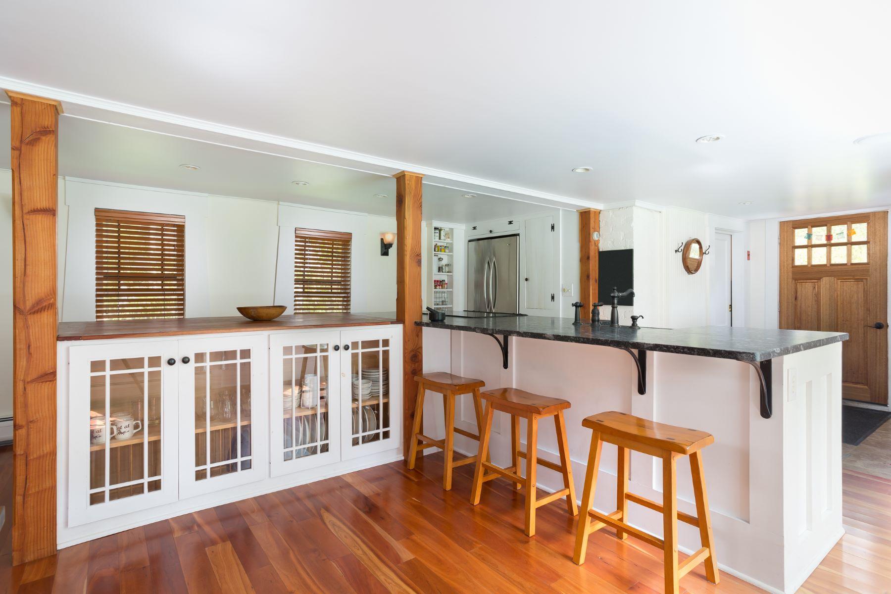 Casa Unifamiliar por un Venta en Sophisticated and Unique Country Home 518 Berkshire School Rd Sheffield, Massachusetts 01257 Estados Unidos