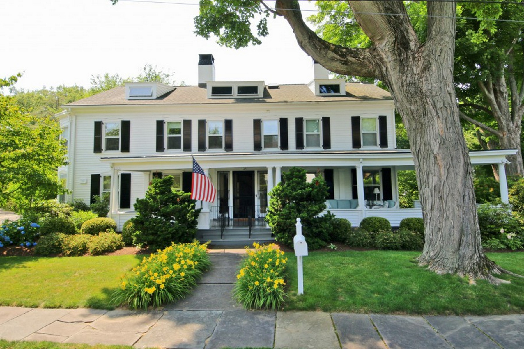 Casa Unifamiliar por un Venta en PAUL SHEFFIELD HOUSE - SOUTHPORT VILLAGE 72 Willow Street Fairfield, Connecticut 06890 Estados Unidos