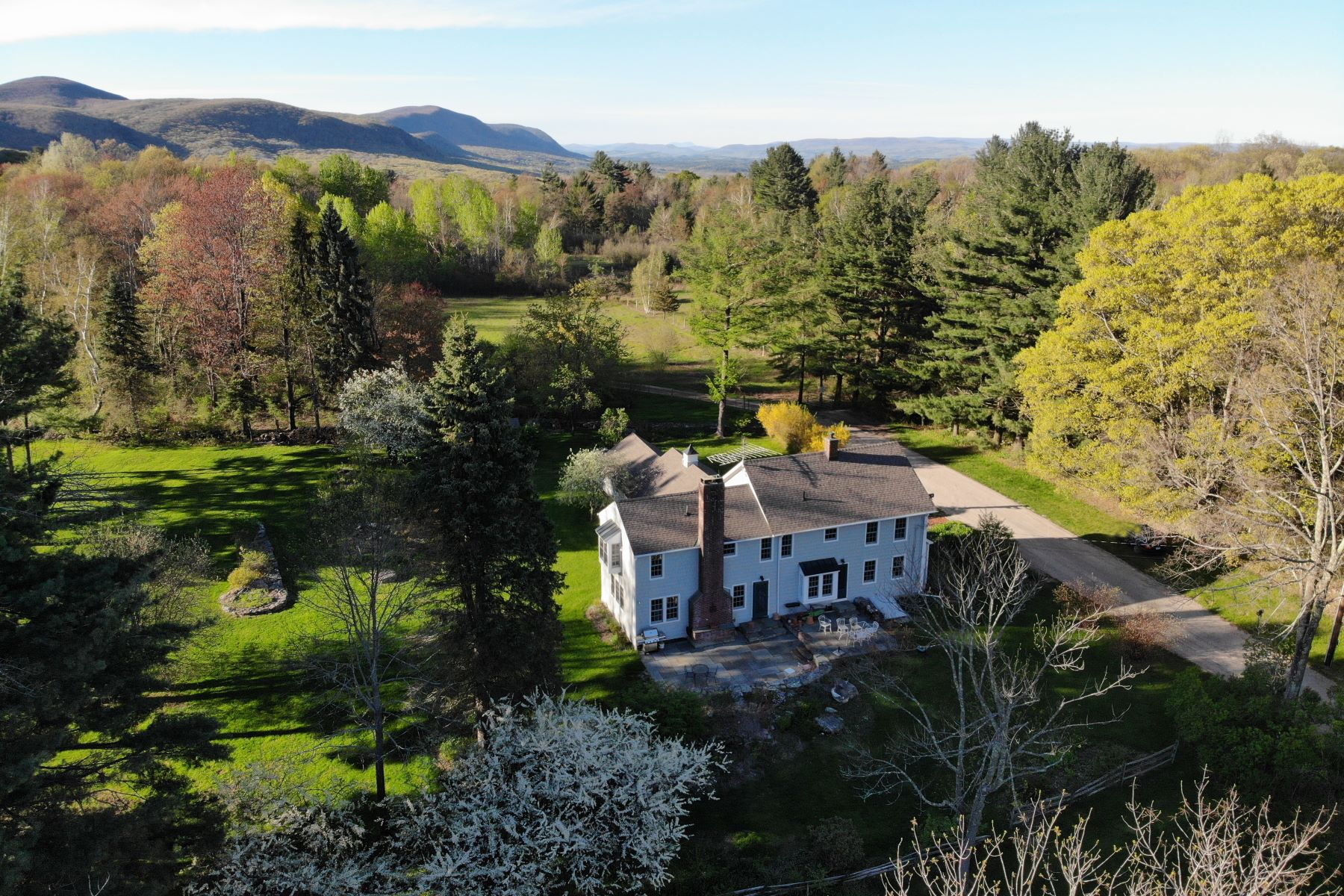 Single Family Homes للـ Sale في At the top of Bunker Hill 100 Bunker Hill Road, Salisbury, Connecticut 06068 United States