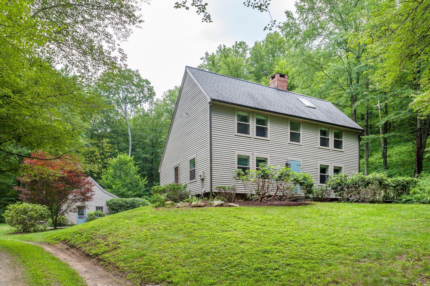 Частный односемейный дом для того Продажа на Private Get-Away 383 Lake Road, Warren, Коннектикут, 06777 Соединенные Штаты