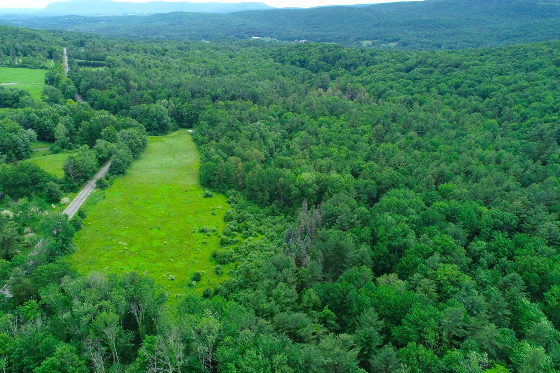 Terrain pour l Vente à Land in Prime Location 0 East Rd West Stockbridge, Massachusetts 01266 États-Unis