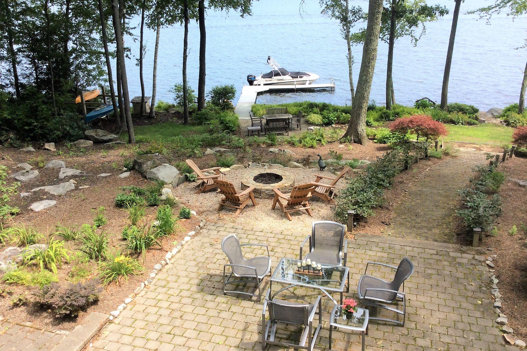Eensgezinswoning voor Verkoop op Classic Woodridge Lake Waterfront Home 293 West Hyerdale Dr, Goshen, Connecticut 06756 Verenigde Staten