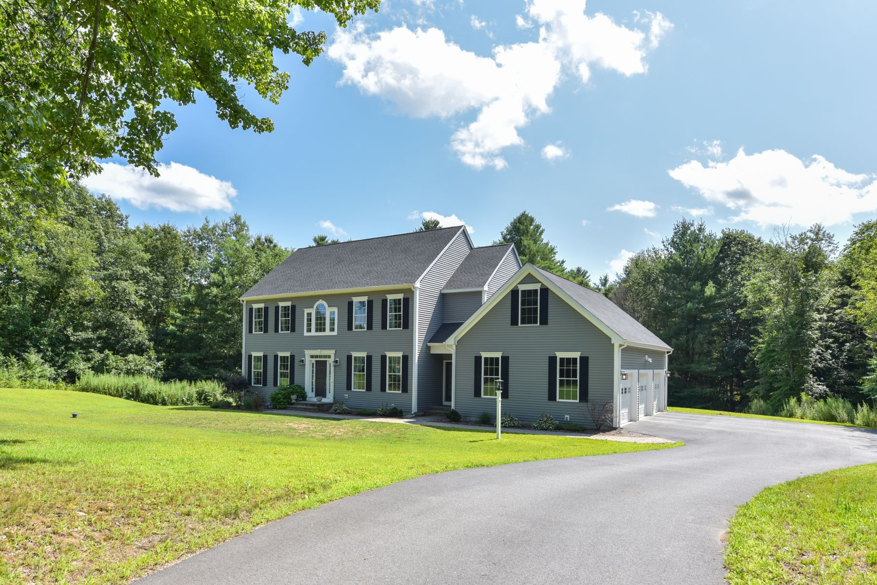 Single Family Homes for Active at 11 Flanders Crossing New Hartford, Connecticut 06057 United States