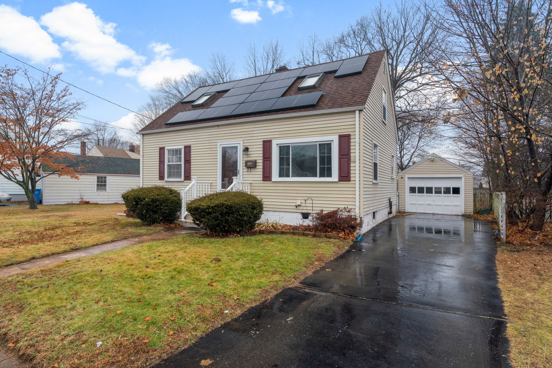 Single Family Homes for Sale at 14 Rockwood Road 14 Rockwood Rd Hamden, Connecticut 06514 United States