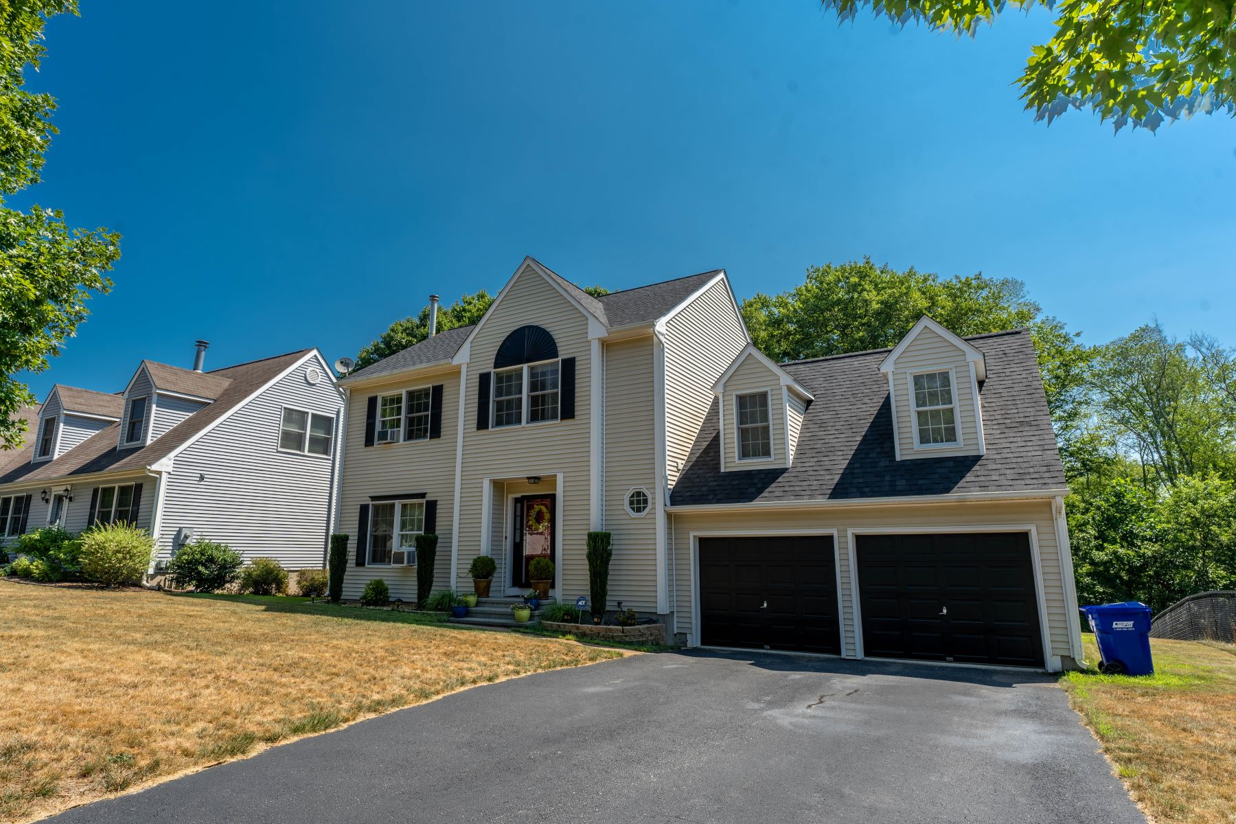 Single Family Homes por un Venta en Welcome to Mystic CT 130 Heather Glen Ln Groton, Connecticut 06355 Estados Unidos