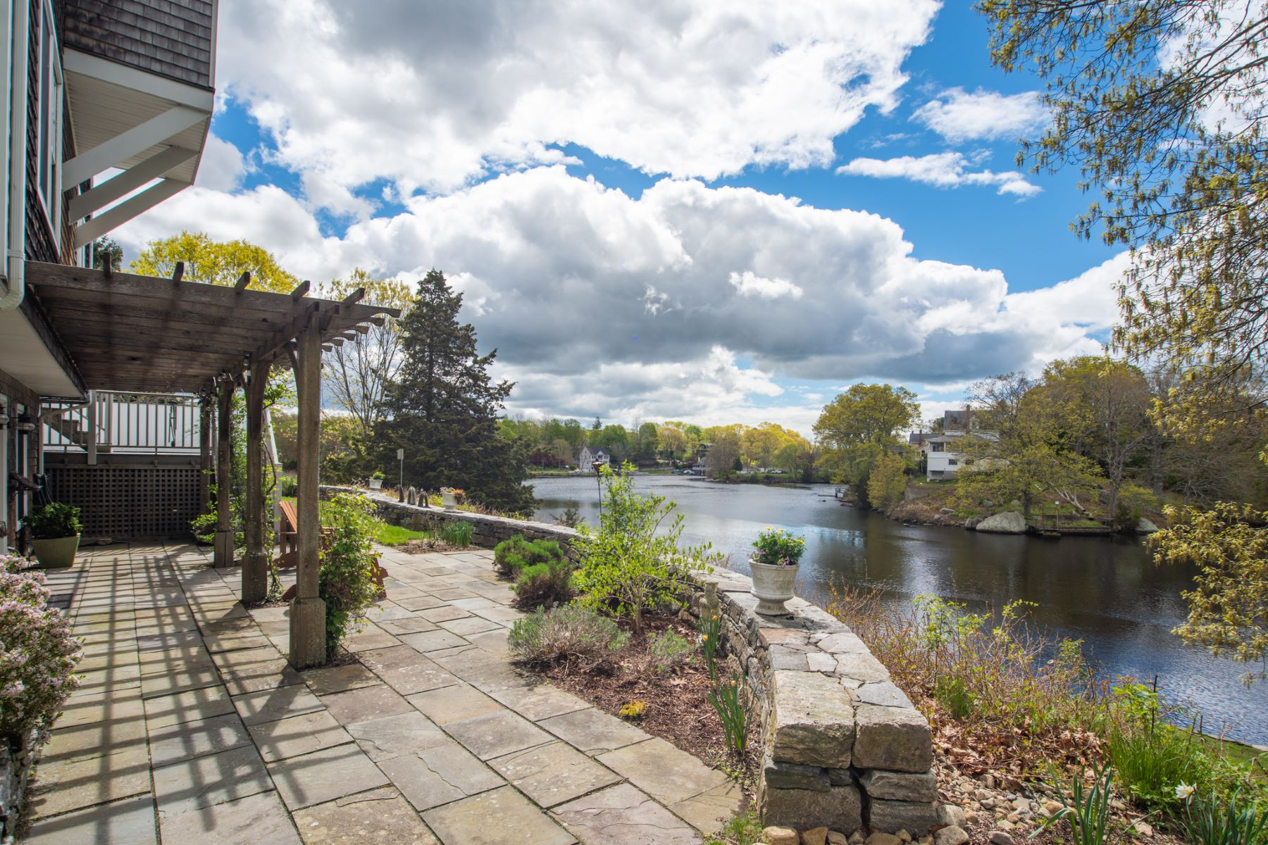 Single Family Homes for Sale at 20 Riverhead Lane 20 Riverhead Ln East Lyme, Connecticut 06333 United States
