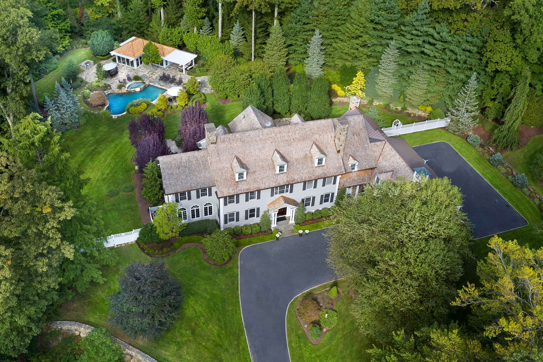Casa Unifamiliar por un Venta en Stately Home and Grounds in West Road Enclave 709 West Road New Canaan, Connecticut 06840 Estados Unidos