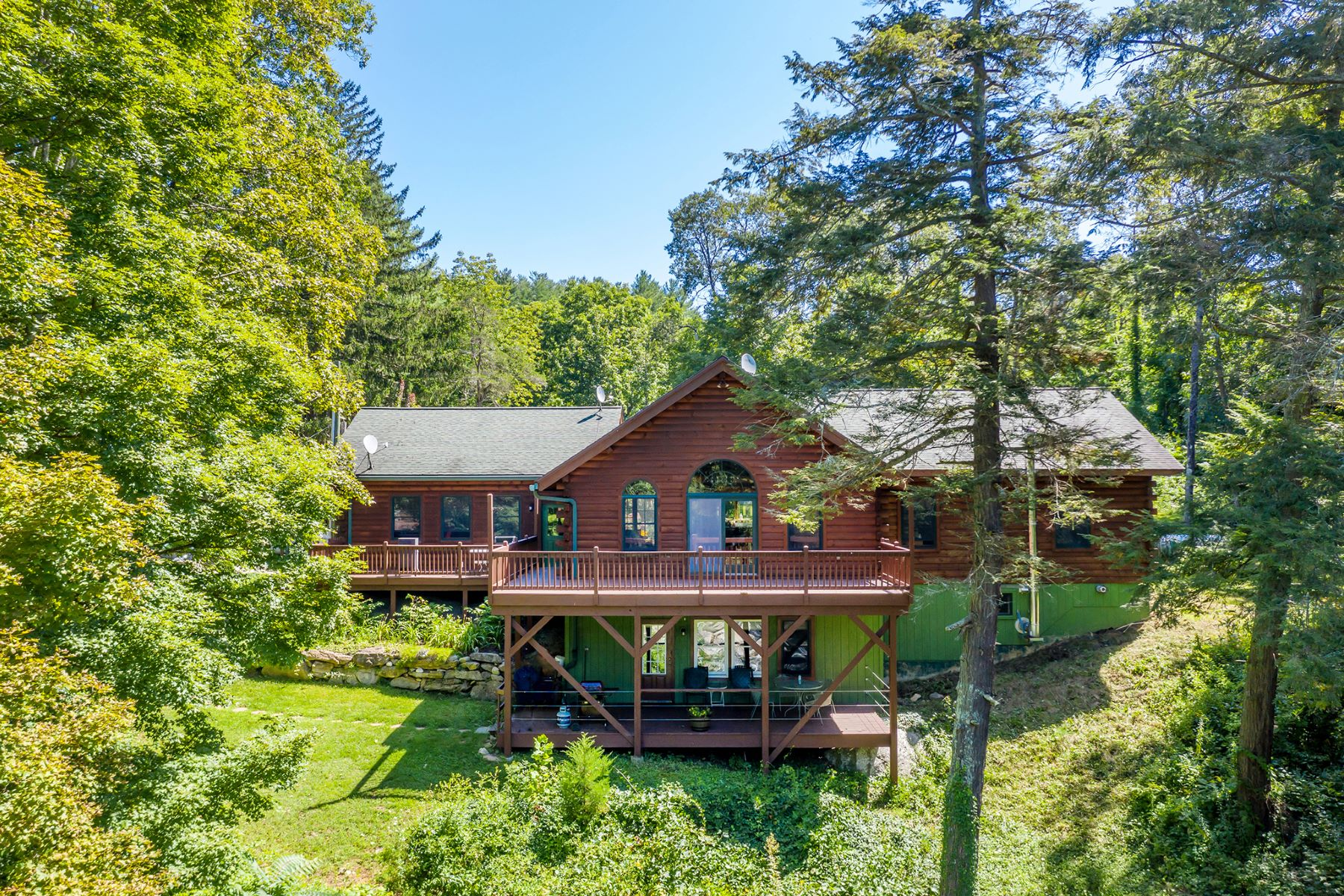 Single Family Homes pour l Vente à Rustic River Getaway 378 Kent Rd Kent, Connecticut 06785 États-Unis