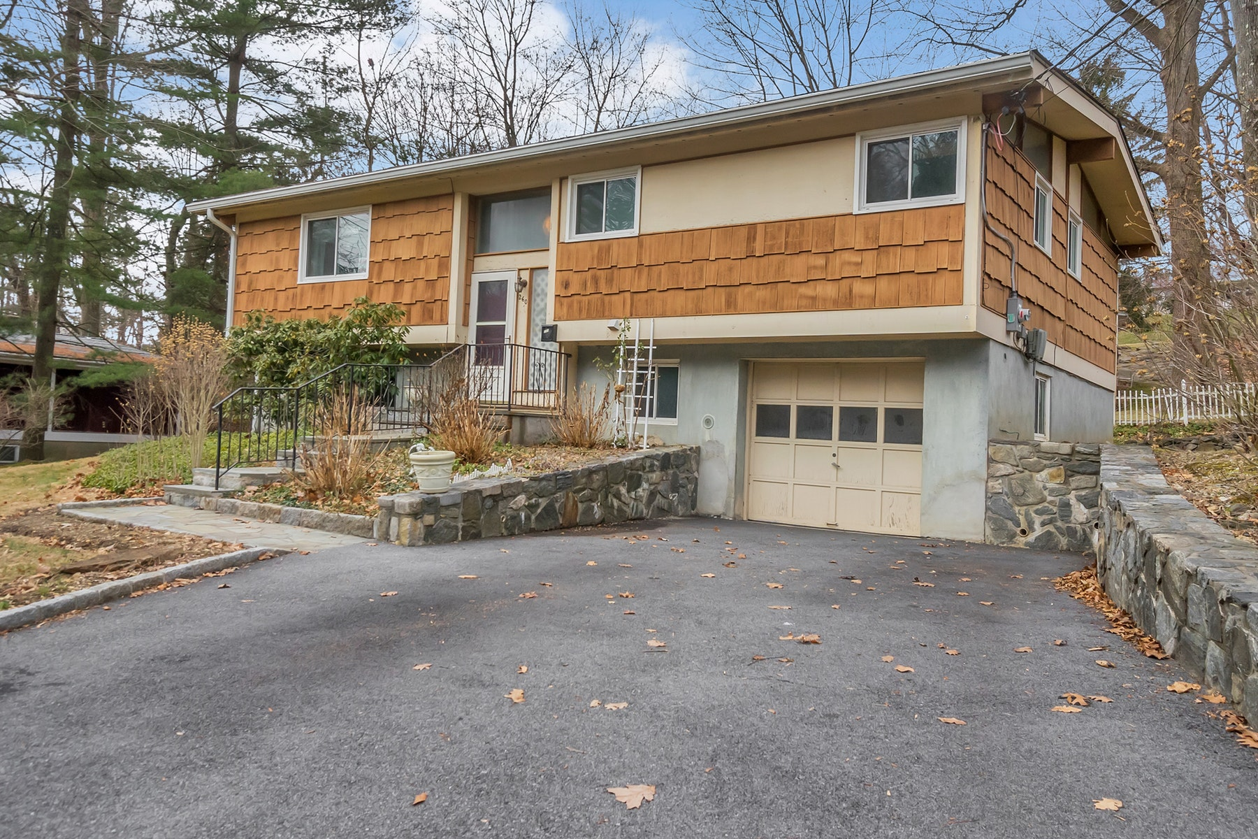 Single Family Homes for Sale at Comfortable Raised Ranch 260 N State Road Ossining, New York 10510 United States