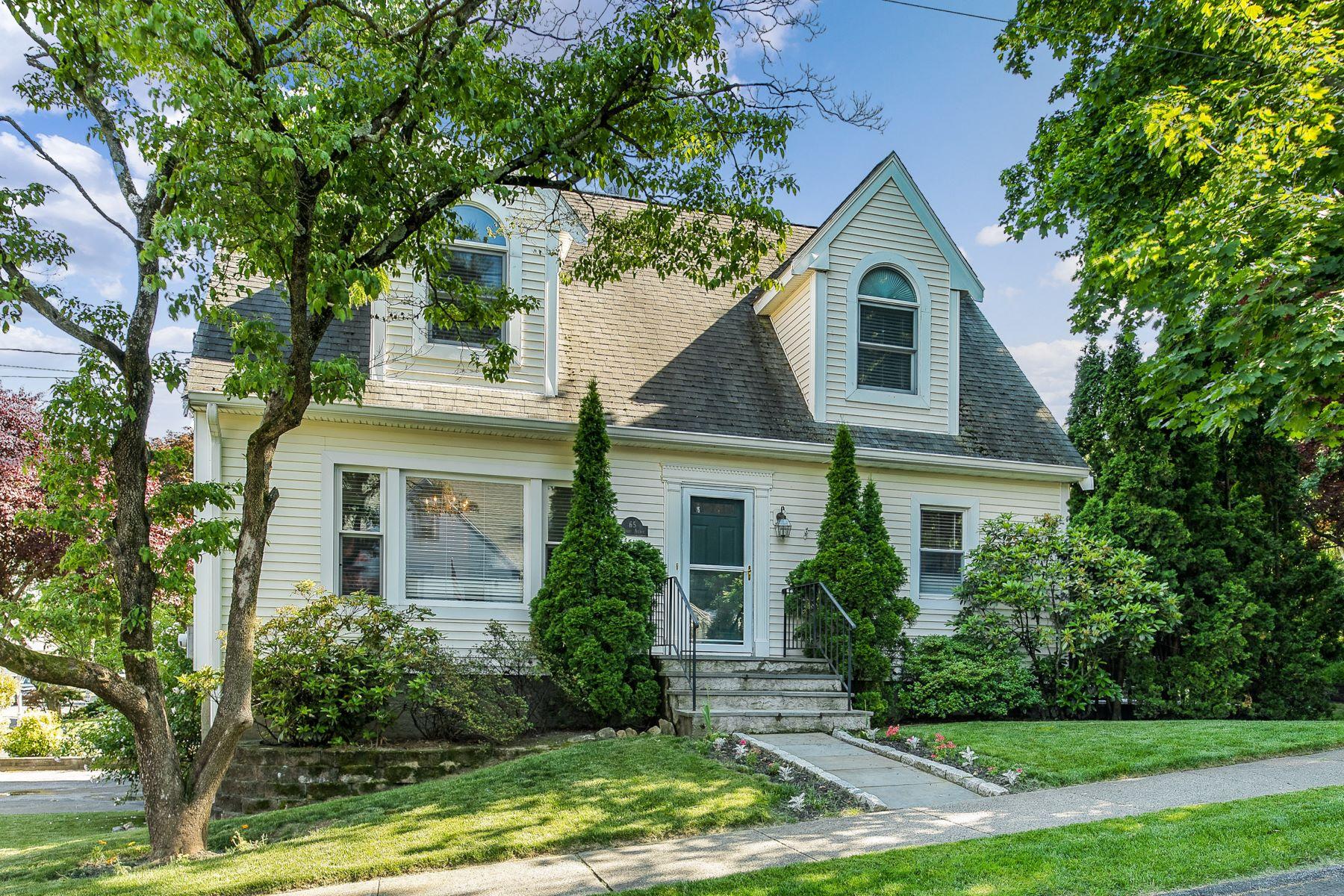 Single Family Homes 為 出售 在 A Cape Cod Charmer! 65 Tompkins Avenue, White Plains, 纽约 10603 美國