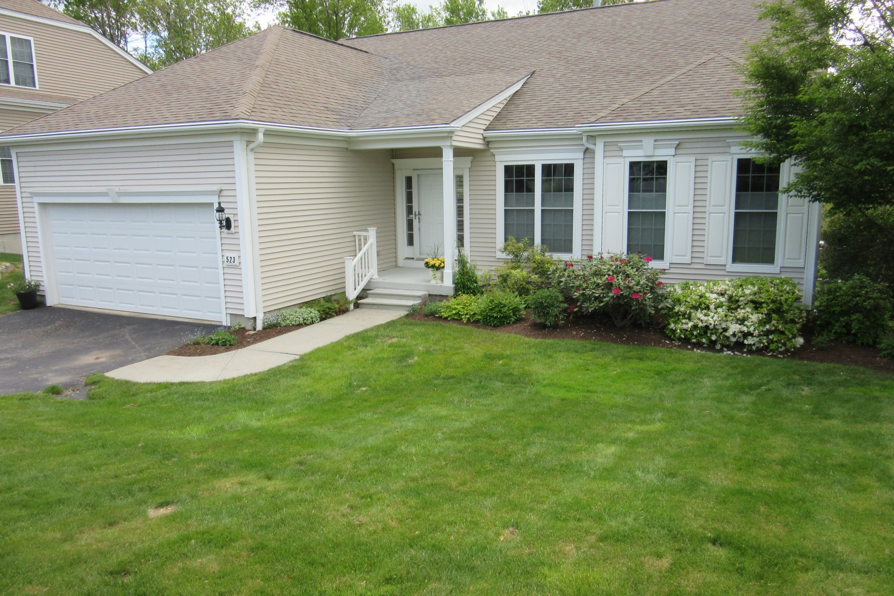 "single family homes voor Verkoop op Well Maintained ""Adler Model"" 523 Putting Green Lane 523, Oxford, Connecticut 06478 Verenigde Staten"