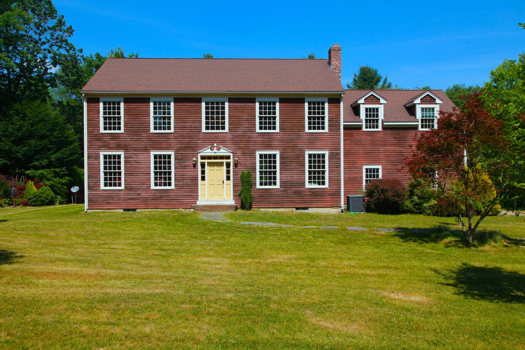 Casa Unifamiliar por un Venta en Impeccable Newer Colonial on 9+ acres with River Frontage near Northampton and t 46 Stage Rd (2) Chesterfield, Massachusetts 01012 Estados Unidos