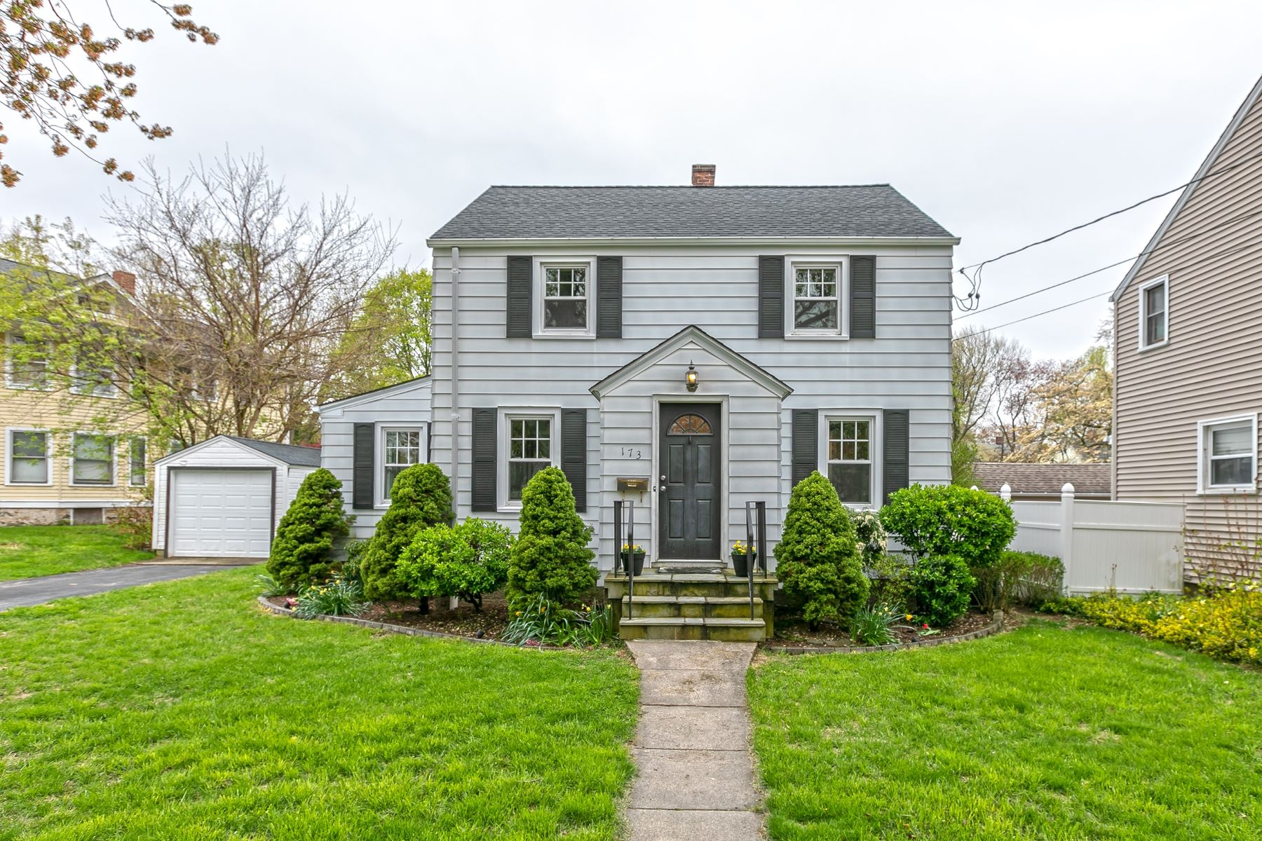 Single Family Homes للـ Sale في Paradise Green Colonial 173 Wakelee Avenue, Stratford, Connecticut 06614 United States