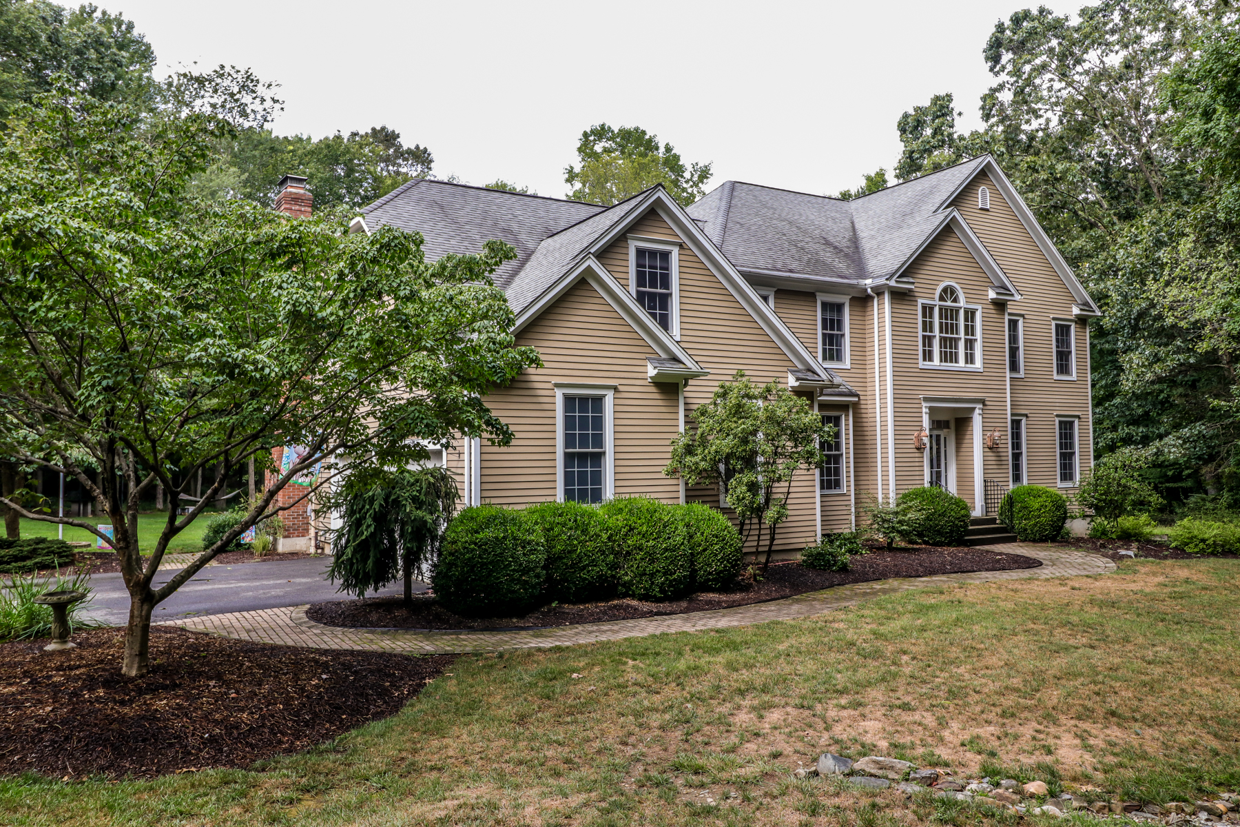 Single Family Homes for Sale at Gracious Elegance 35 Obtuse Rocks Road Brookfield, Connecticut 06804 United States