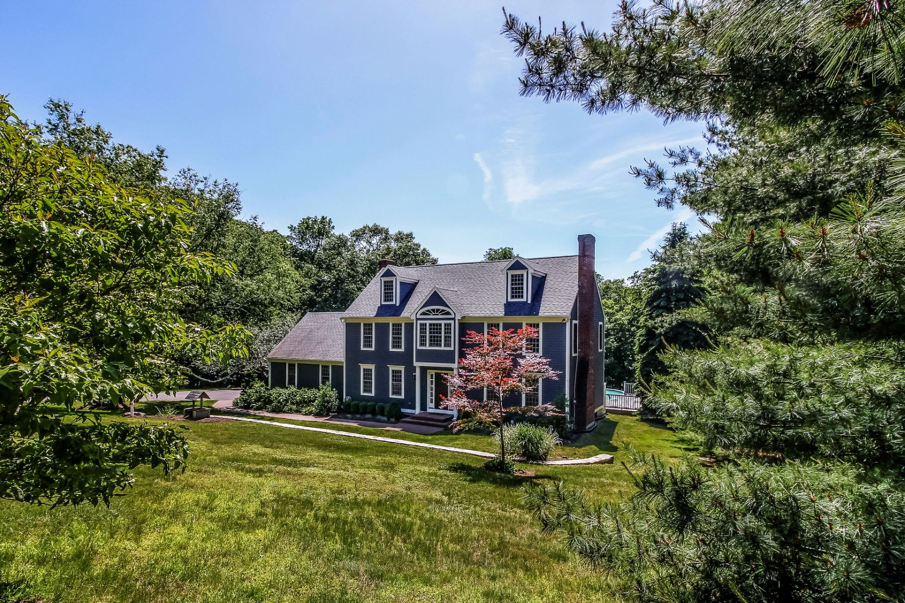 single family homes voor Verkoop op Impressive Colonial Set Back on Over 3 Acres 67 Ortner Drive, Westbrook, Connecticut 06498 Verenigde Staten