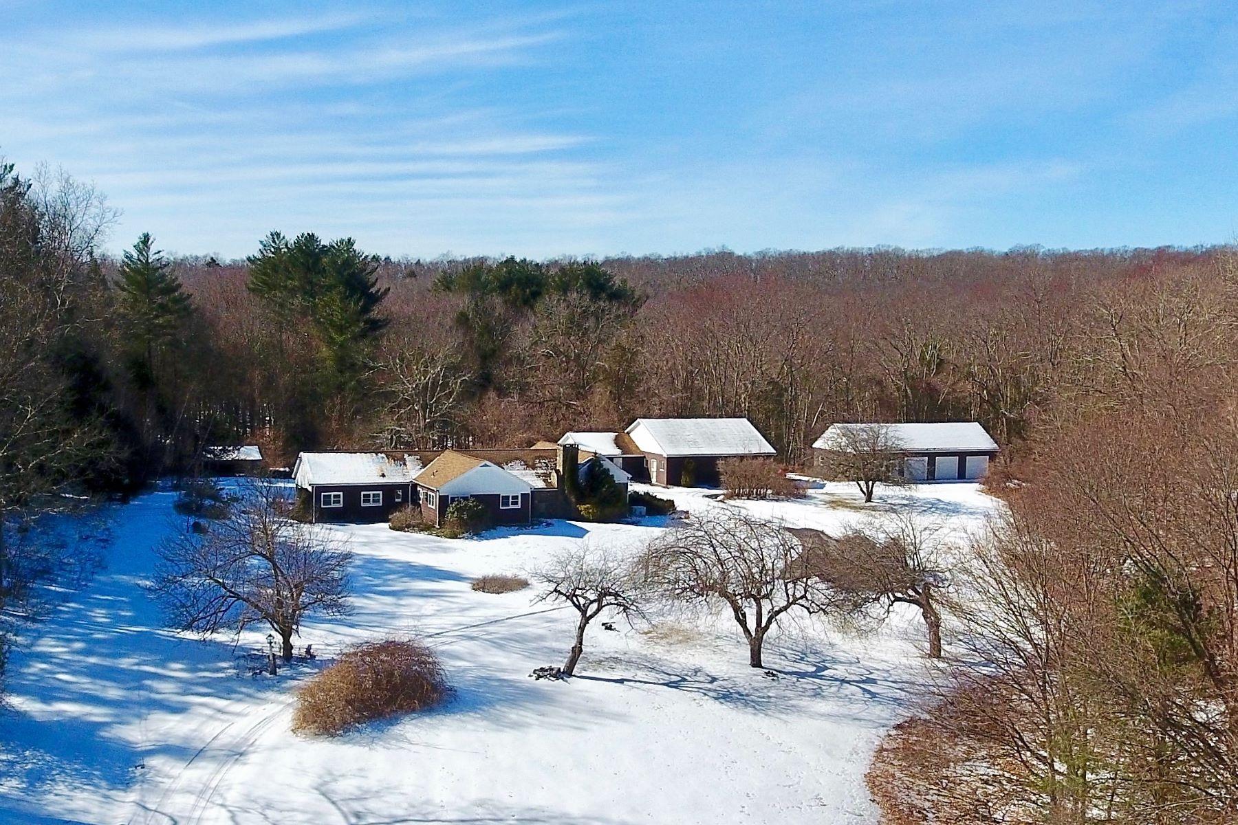 Eensgezinswoning voor Verkoop op Delightful Cottage with Guest House 117 Wewaka Brook Rd, Bridgewater, Connecticut 06752 Verenigde Staten