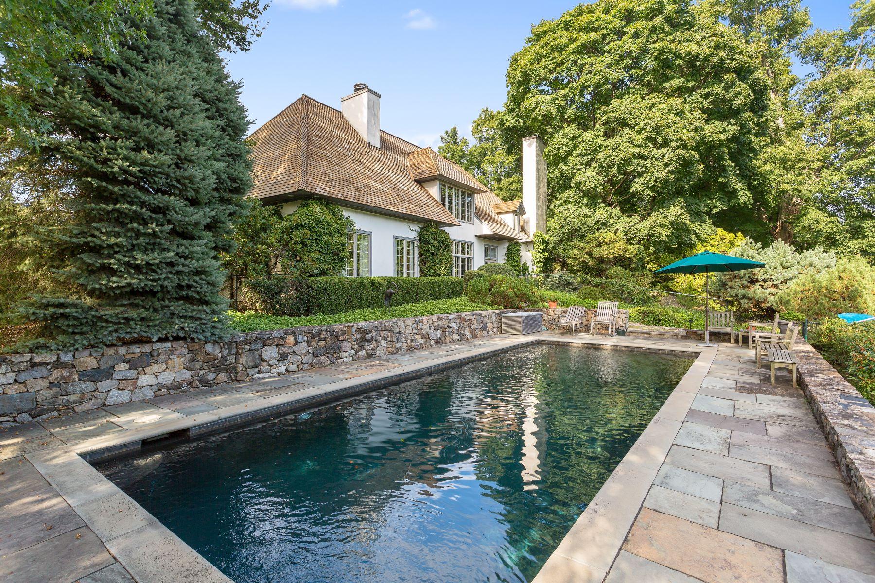 Частный односемейный дом для того Продажа на French Country House 77 Beachside Avenue Westport, Коннектикут 06880 Соединенные Штаты