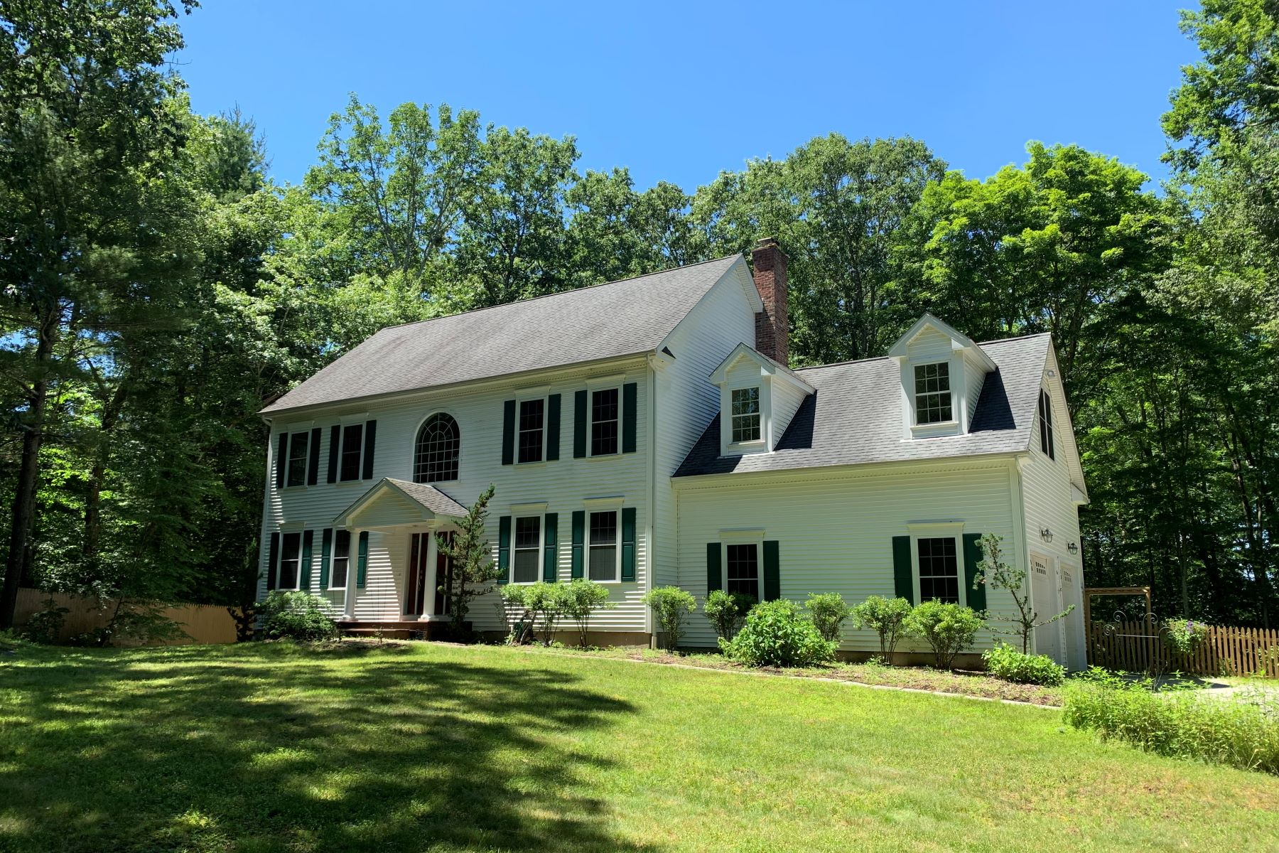 Single Family Homes for Sale at Gorgeous Setting! 25 Cow Hill Road Killingworth, Connecticut 06419 United States