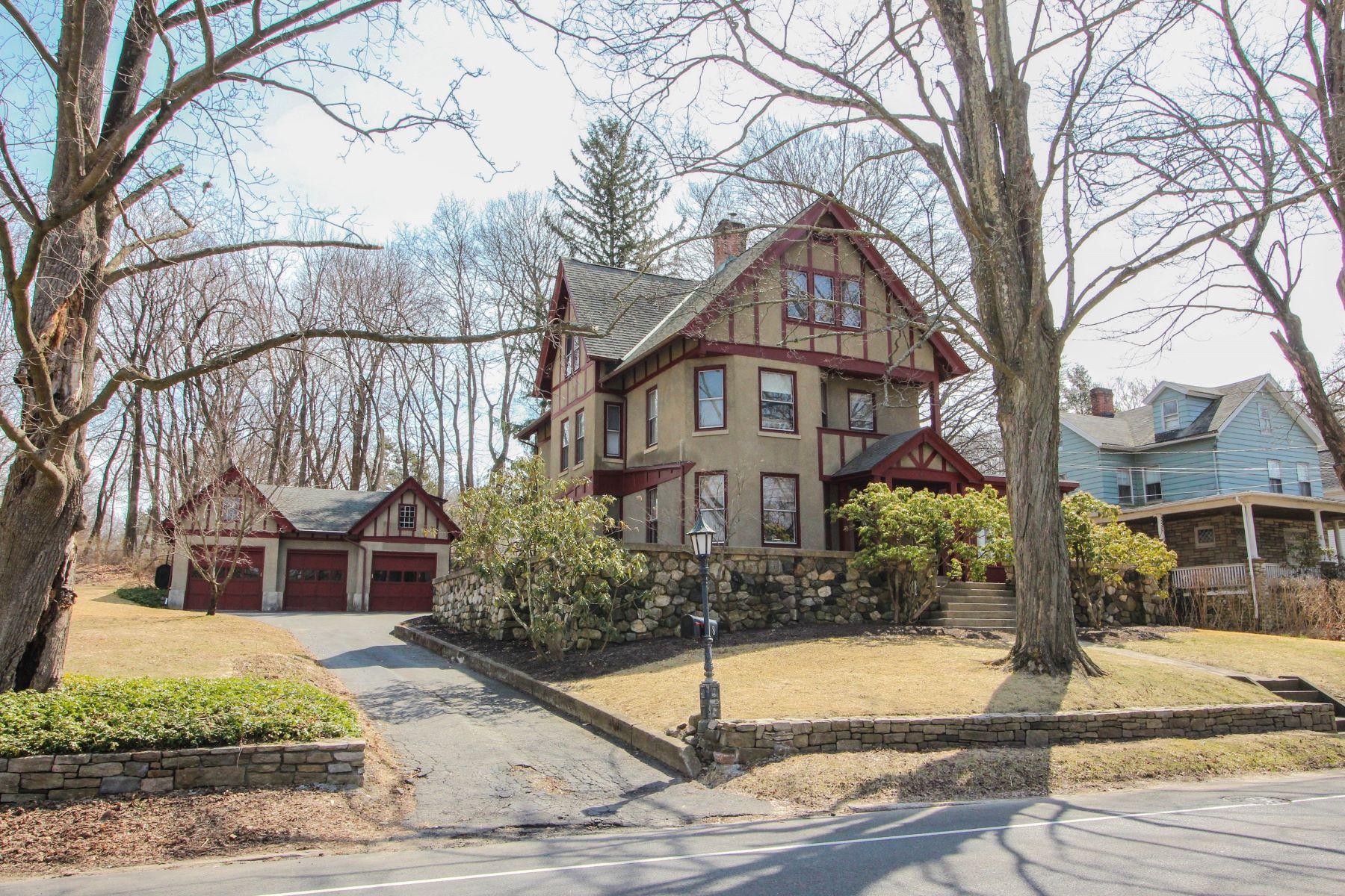Eensgezinswoning voor Verkoop op Charm And History Galore 8 Greenwood Ave, Bethel, Connecticut 06801 Verenigde Staten
